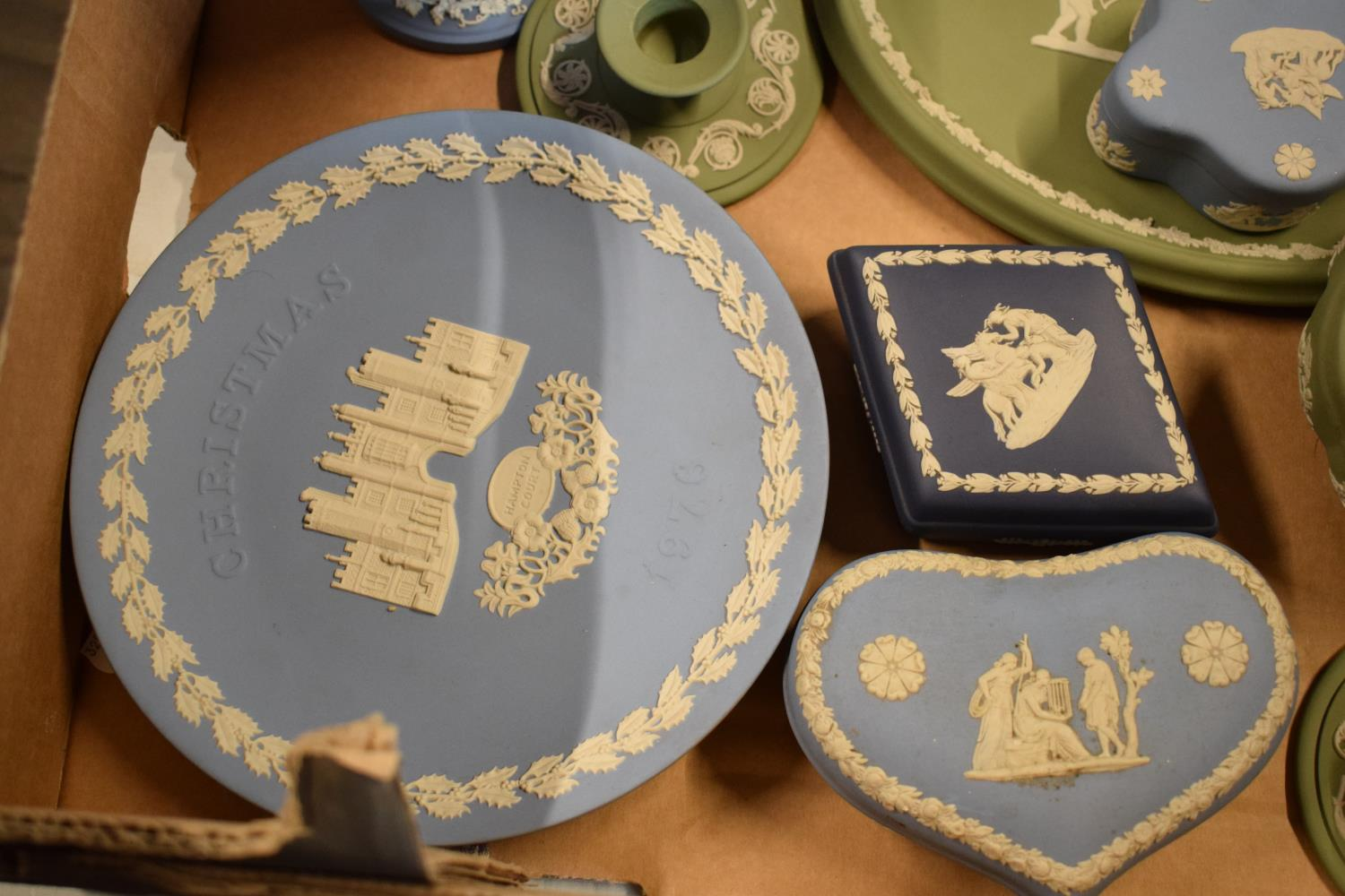 A collection of Wedgwood Jasperware to include vases, plates, trinkets etc in an array of colours to - Image 3 of 6