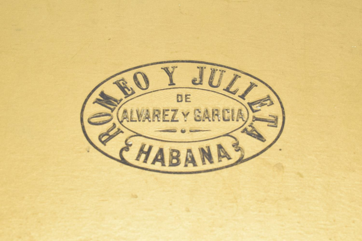 A cased set of 25 Romeo y Julieta Cedros De Luxe No.1 cigars made in Habana, Cuba. Appear to be in - Image 8 of 11