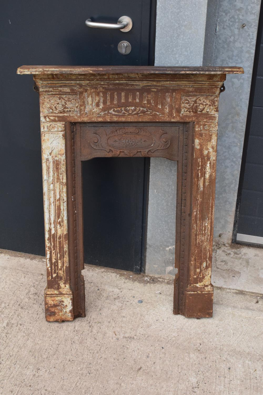 Victorian cast iron fireplace. 72 x 12 x 91cm.