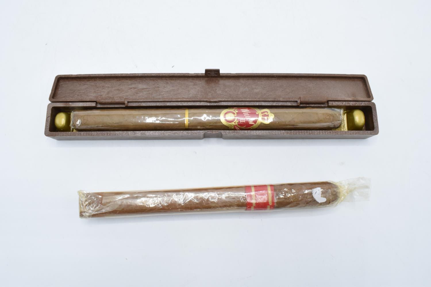 A cased Willem II Churchill cigar Made in Holland together with another example in a plastic wrap - Image 2 of 2