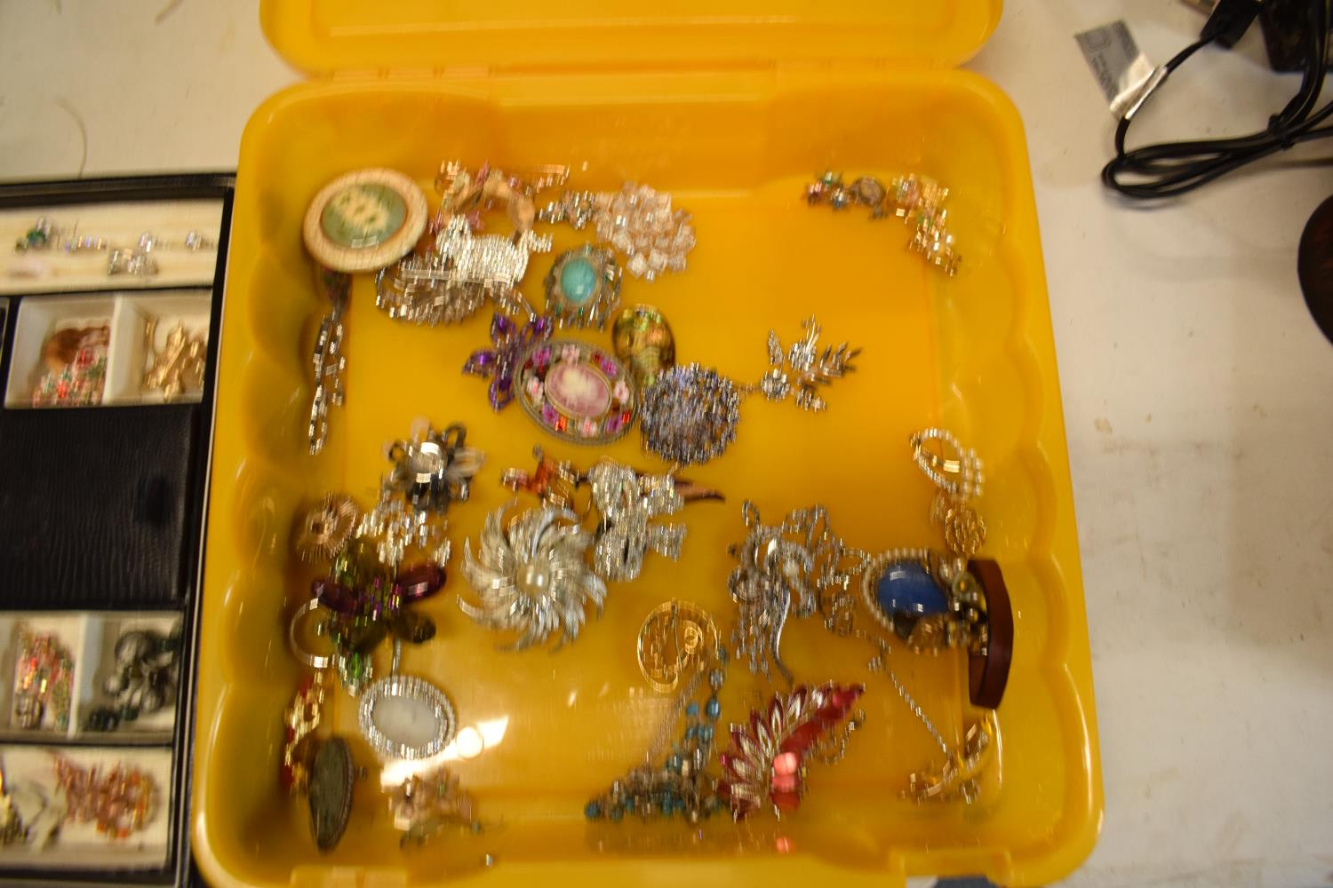 A collection of costume jewellery to include a portable jewellery box with a mirror backed lid. - Image 3 of 3