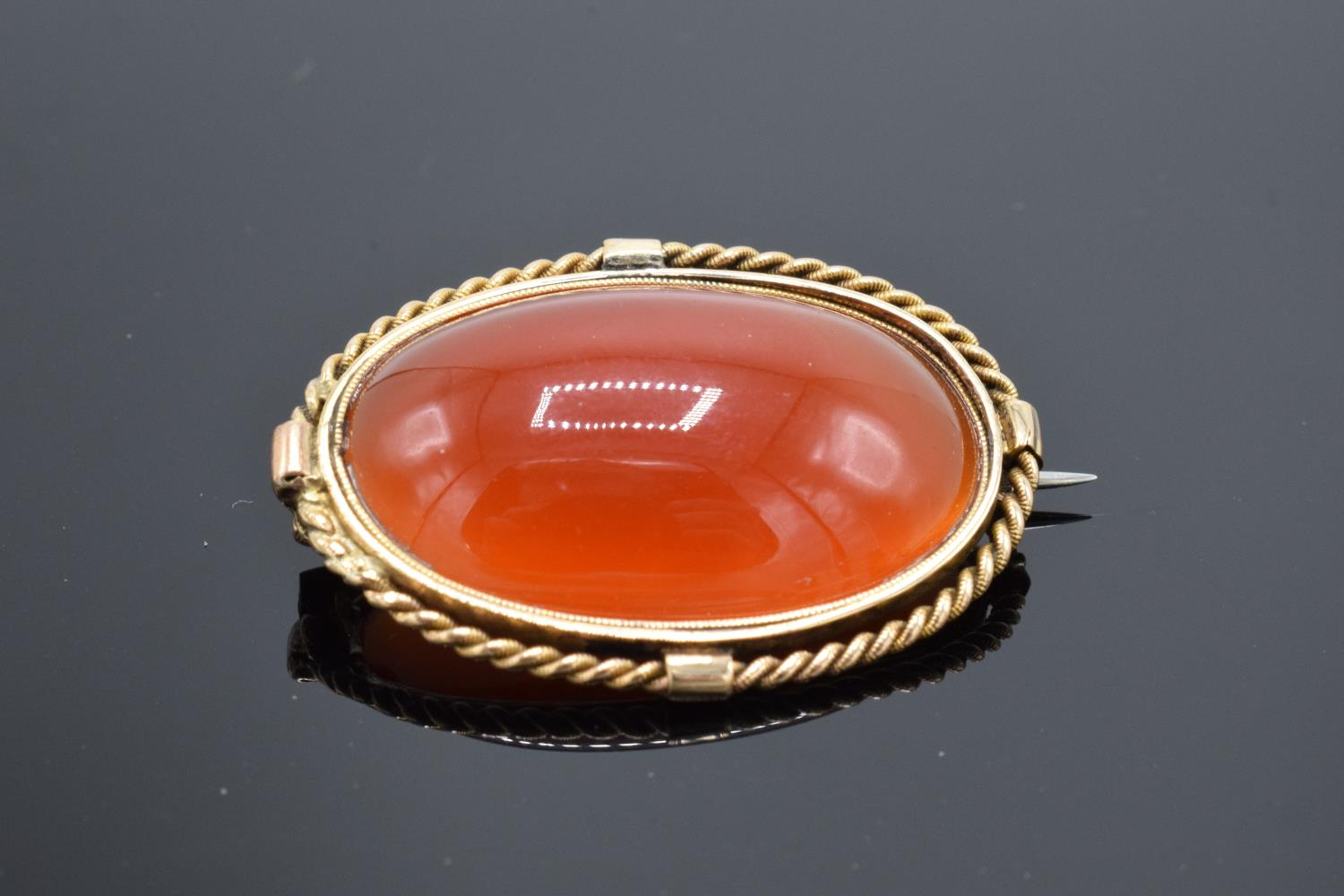 A collection of items to include a 15ct Victorian carnelian brooch (tested as 15ct) (gross weight - Image 4 of 6
