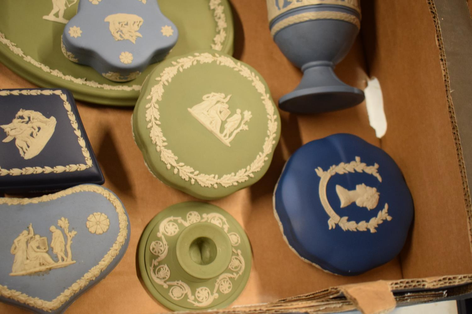 A collection of Wedgwood Jasperware to include vases, plates, trinkets etc in an array of colours to - Image 4 of 6
