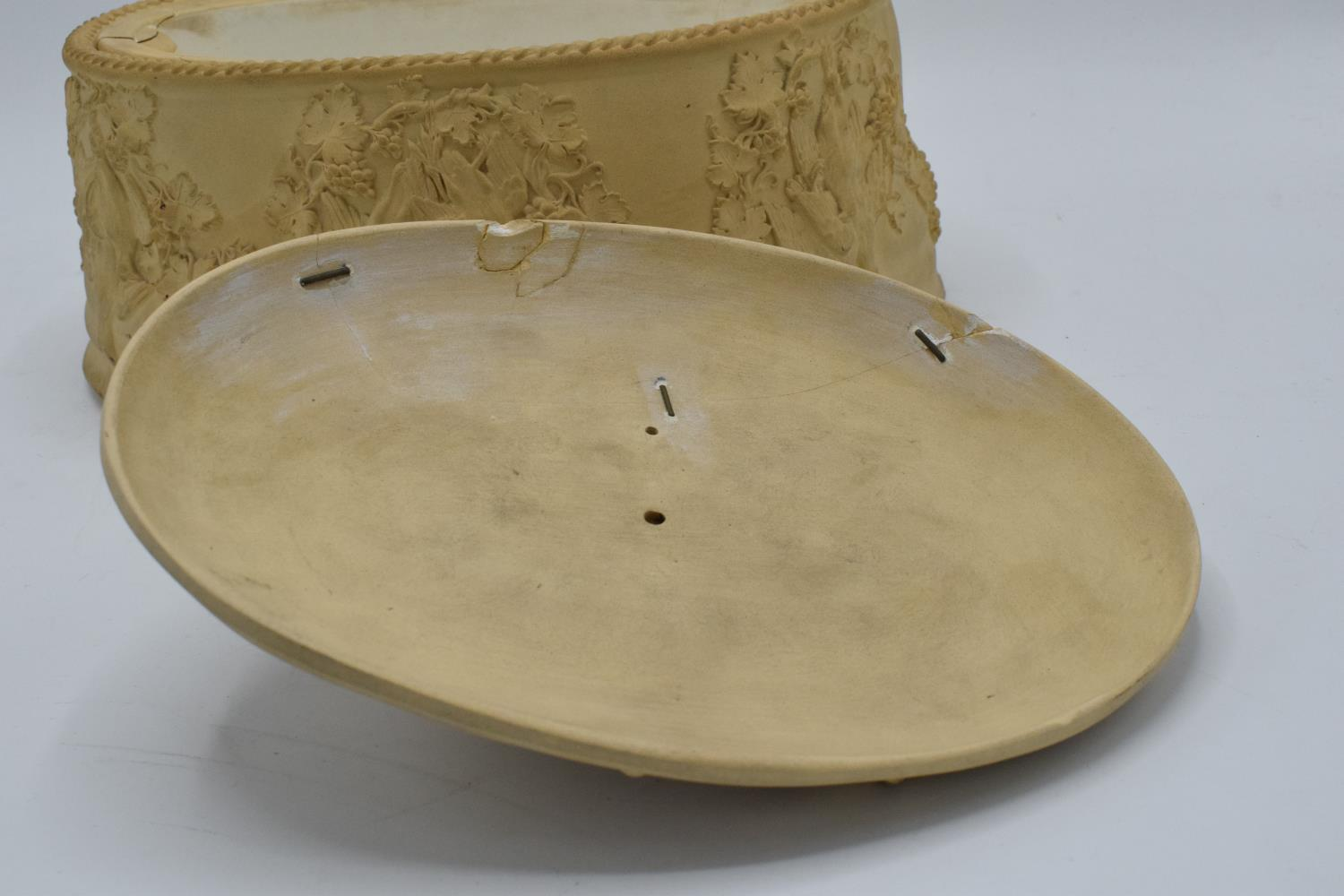 Wedgwood Caneware game pie dish with a rabbit finial (a/f). The main body is in good condition - Image 4 of 9