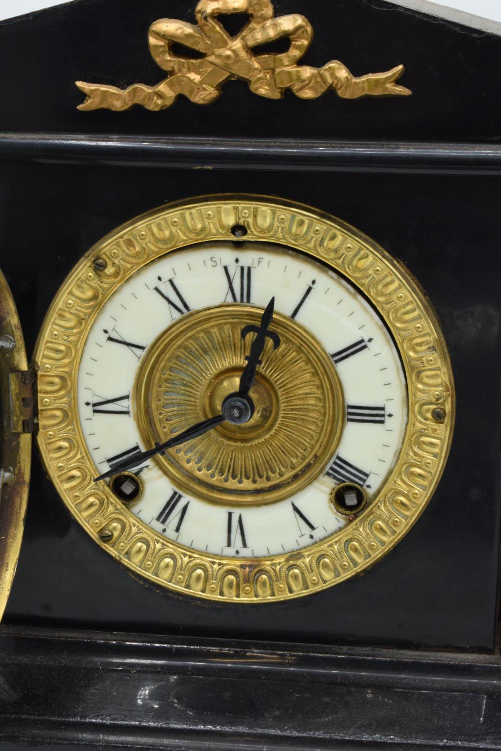 A 19th century mantle clock with gilded pillars with an Ansonia Clock Co movement New York USA. - Image 4 of 9