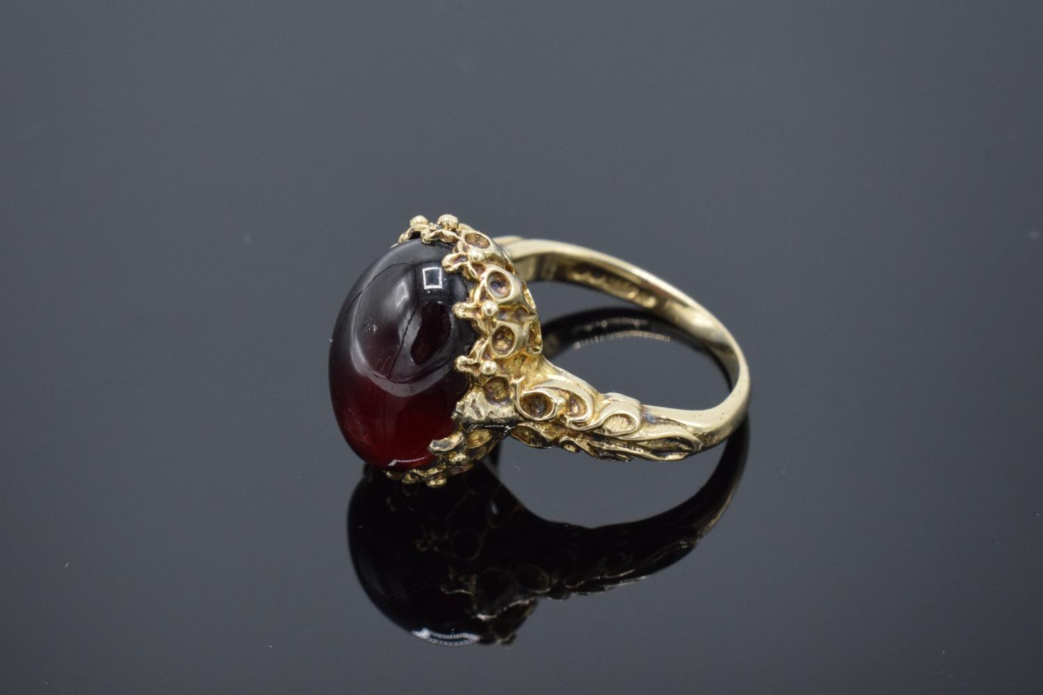 A hallmarked 9ct gold ornate ladies ring set with a polished cabochon stone, gross weight 5.5 grams. - Image 3 of 4