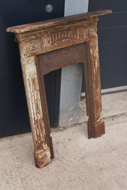 Victorian cast iron fireplace. 72 x 12 x 91cm. - Image 2 of 6