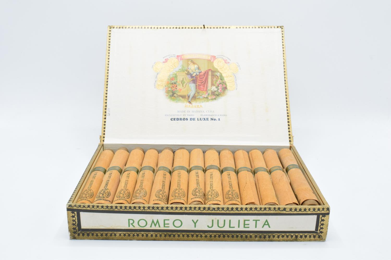 A cased set of 25 Romeo y Julieta Cedros De Luxe No.1 cigars made in Habana, Cuba. Appear to be in