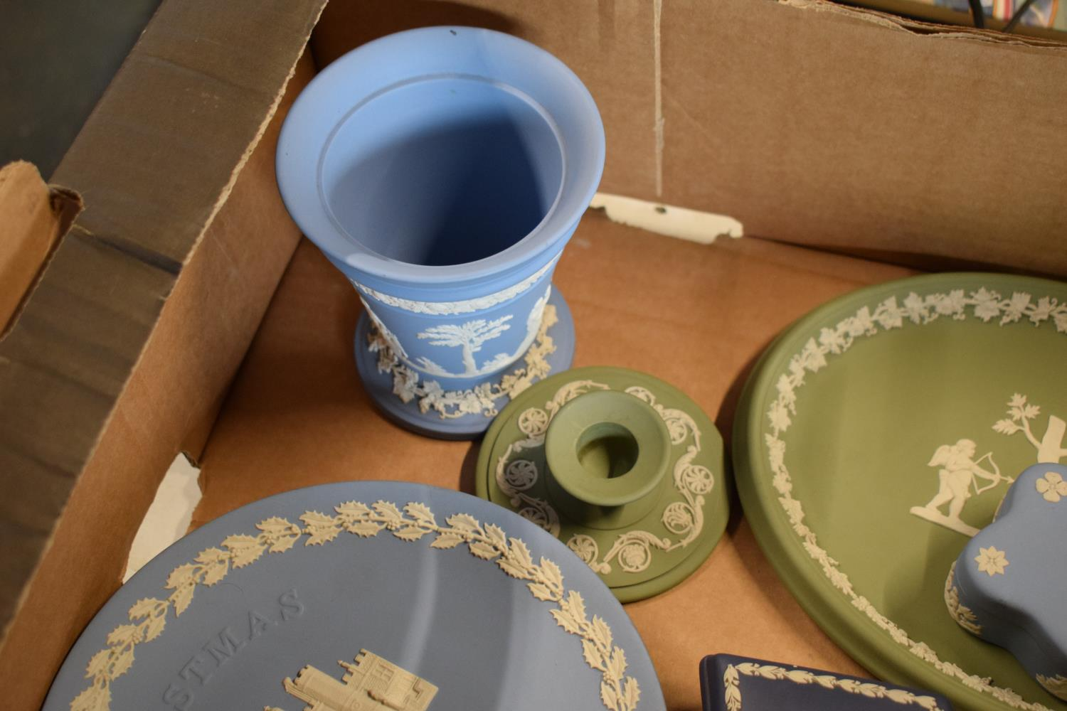 A collection of Wedgwood Jasperware to include vases, plates, trinkets etc in an array of colours to - Image 2 of 6