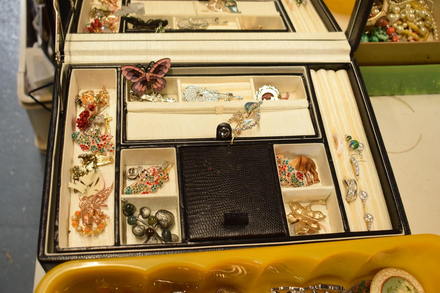 A collection of costume jewellery to include a portable jewellery box with a mirror backed lid. - Image 2 of 3