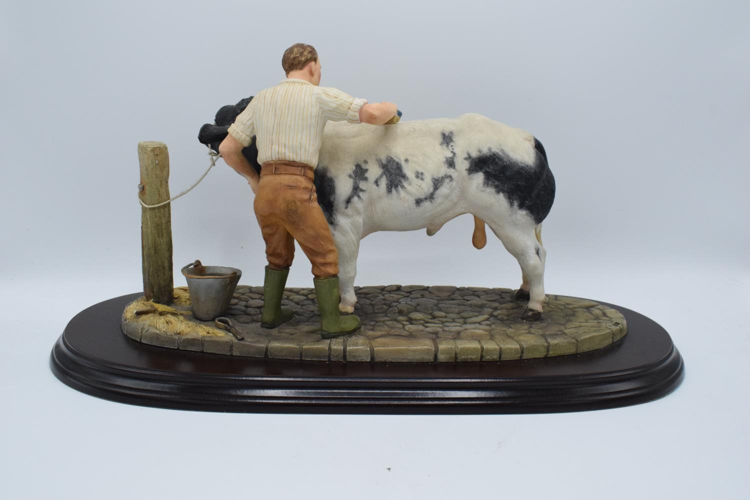 Boxed Country Artists countryside figure of a Belgian Blue- 'The Winning Partnership'. In good - Image 3 of 4