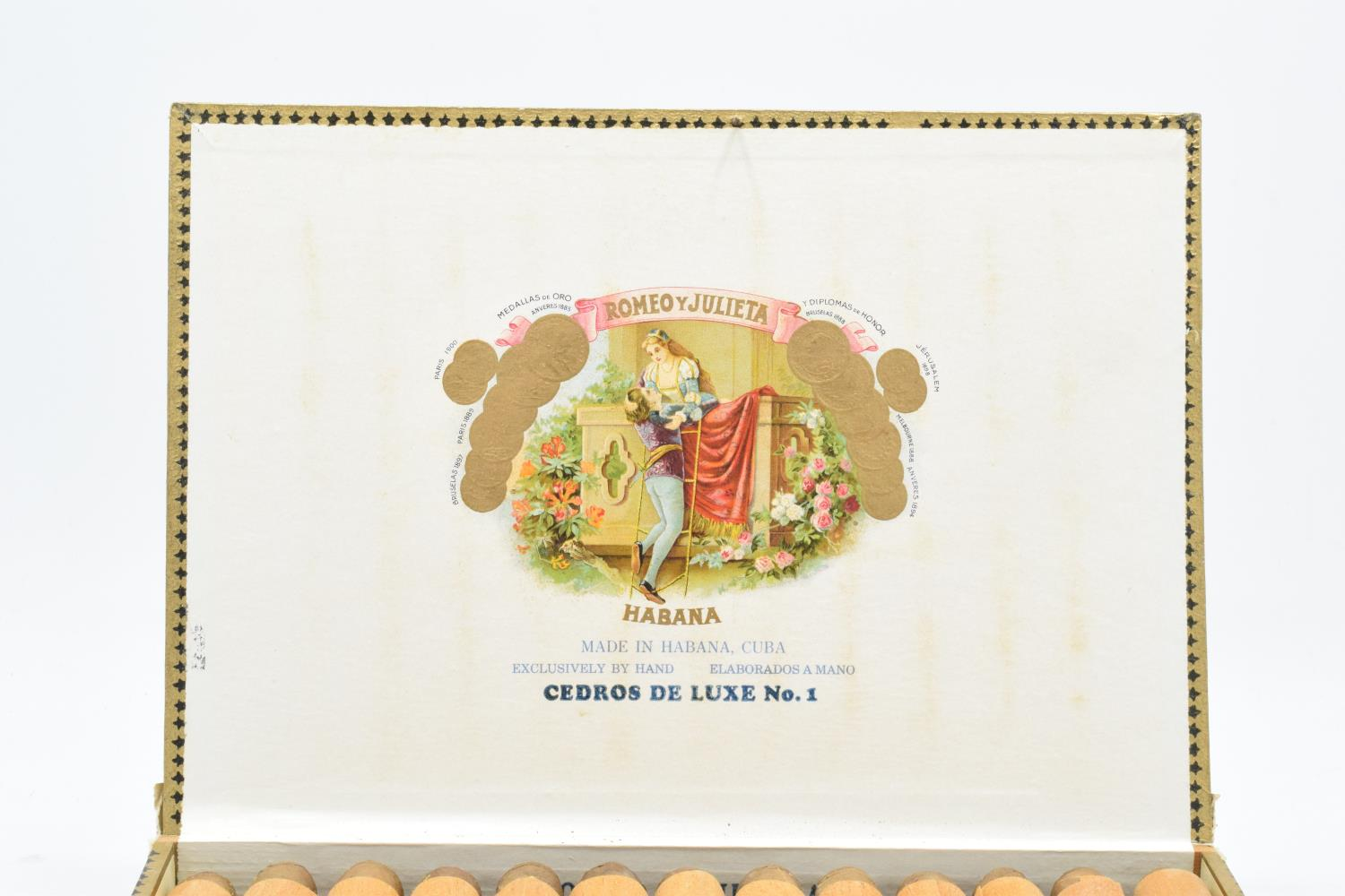 A cased set of 25 Romeo y Julieta Cedros De Luxe No.1 cigars made in Habana, Cuba. Appear to be in - Image 3 of 11