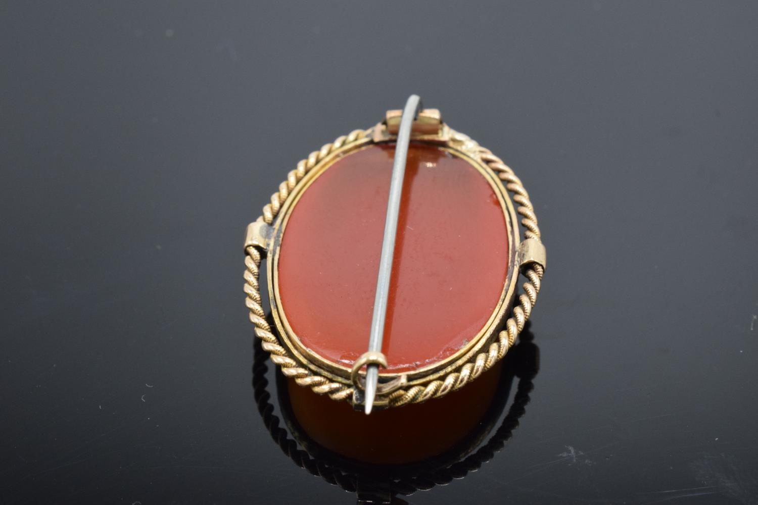 A collection of items to include a 15ct Victorian carnelian brooch (tested as 15ct) (gross weight - Image 5 of 6