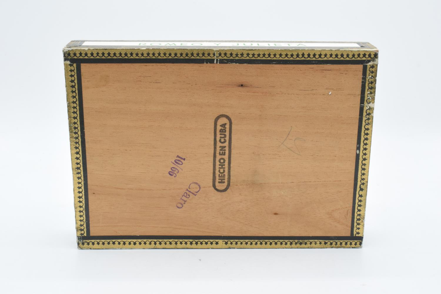 A cased set of 25 Romeo y Julieta Cedros De Luxe No.1 cigars made in Habana, Cuba. Appear to be in - Image 11 of 11