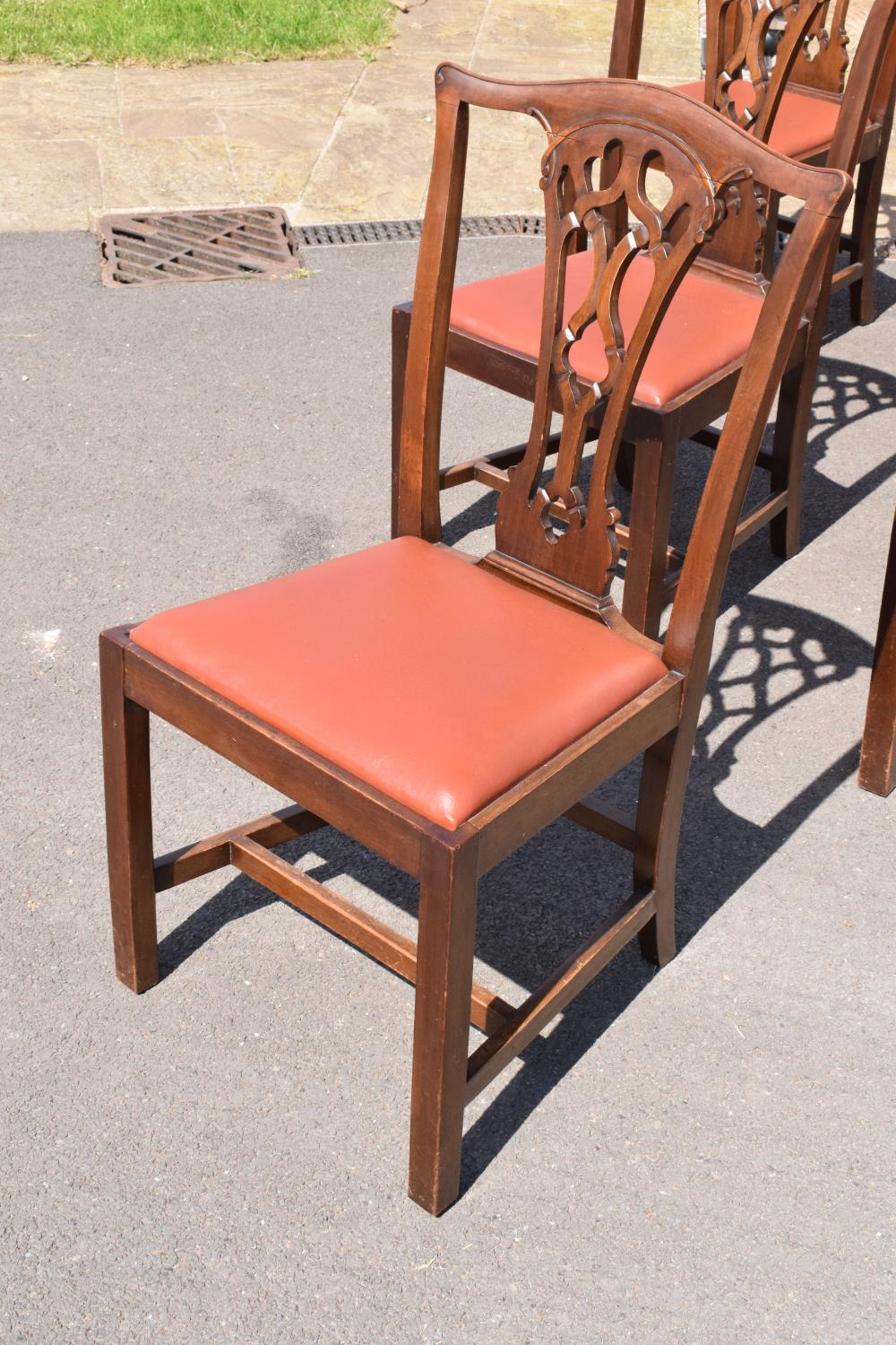 A set of 6 George III mahogany dining chairs circa 1770-1800 (6). 98cm tall. In good functional - Image 2 of 4