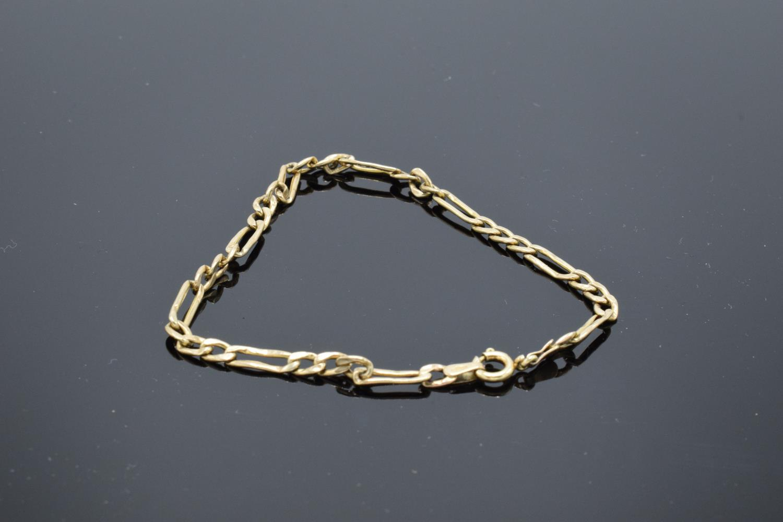 9ct hallmarked gold link bracelet, 19cm in length. 1.9 grams - Image 2 of 3