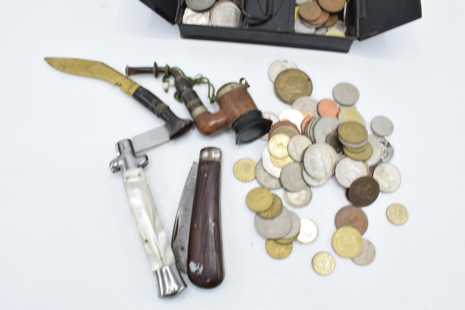 A mixed collection of items to include a hallmarked silver badge, 3 silver coins, a collection of - Image 3 of 4