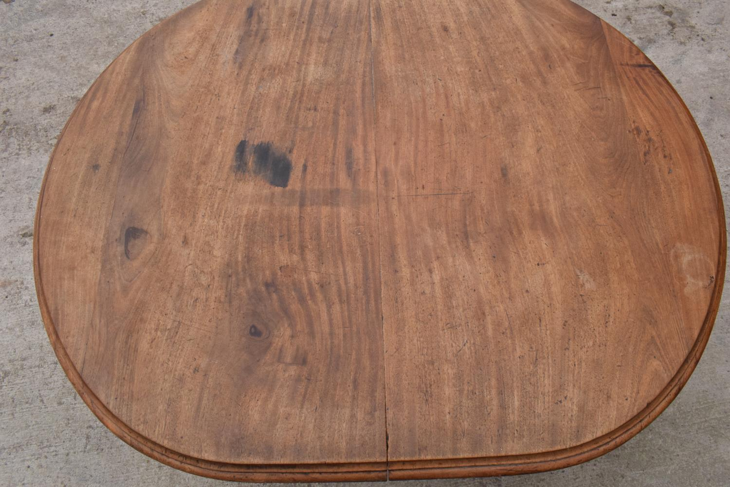 Large Victorian extending dining table on carved legs with an extra leaf and the handle. In good - Image 4 of 8