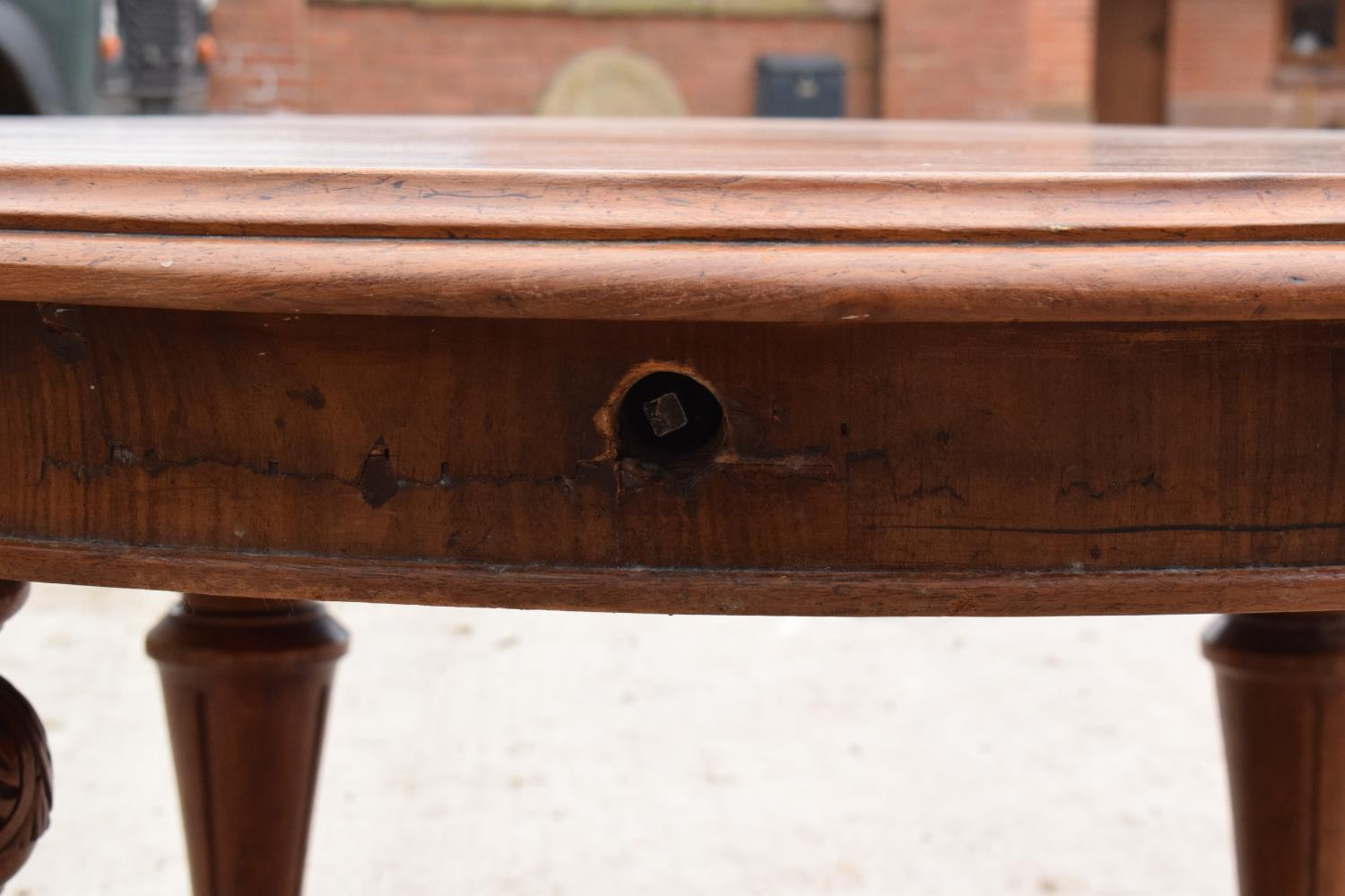 Large Victorian extending dining table on carved legs with an extra leaf and the handle. In good - Image 8 of 8