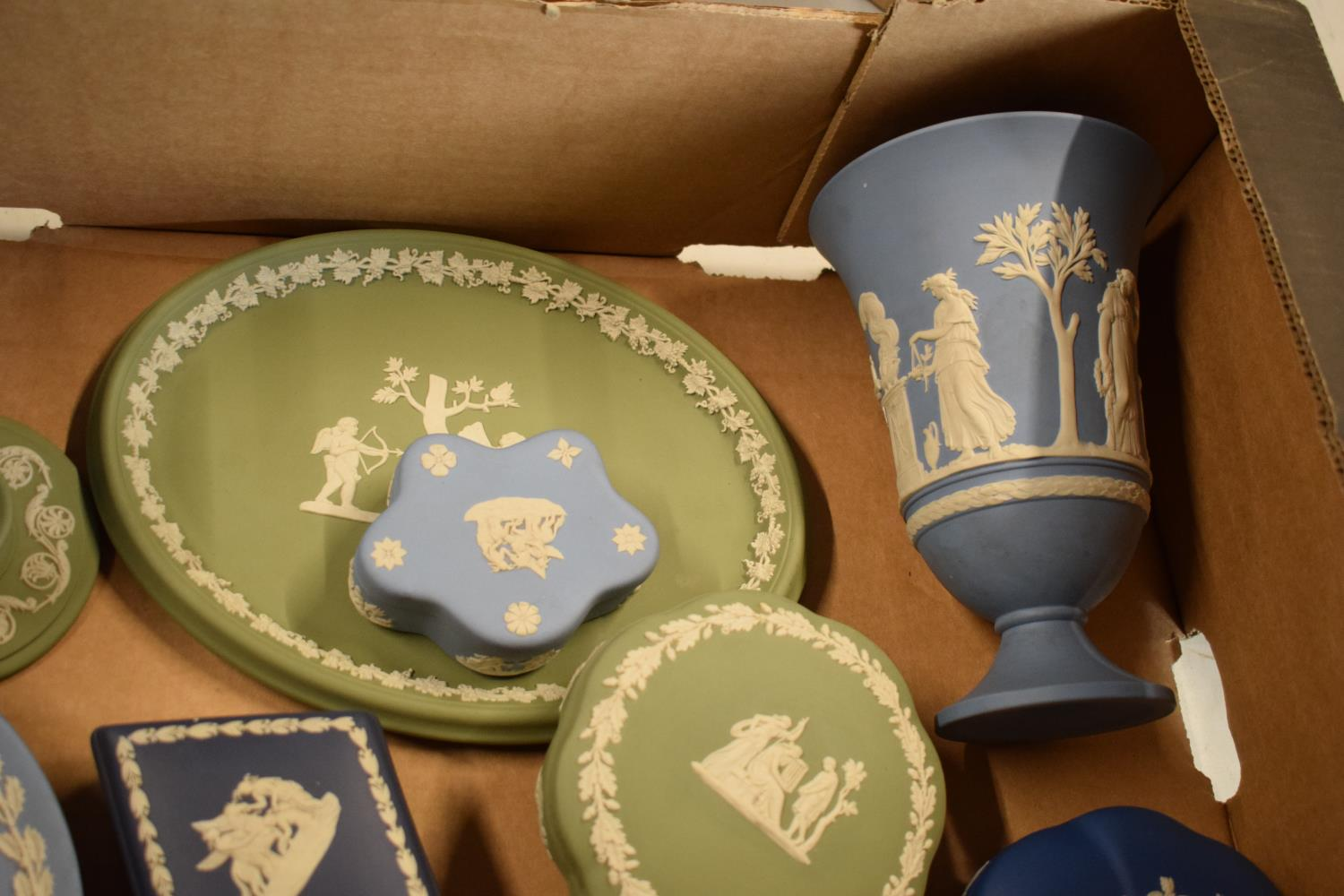 A collection of Wedgwood Jasperware to include vases, plates, trinkets etc in an array of colours to - Image 5 of 6