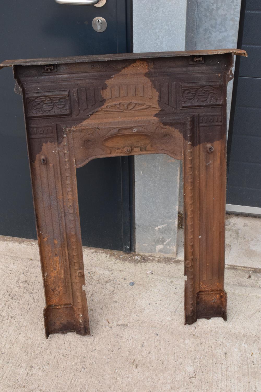 Victorian cast iron fireplace. 72 x 12 x 91cm. - Image 5 of 6