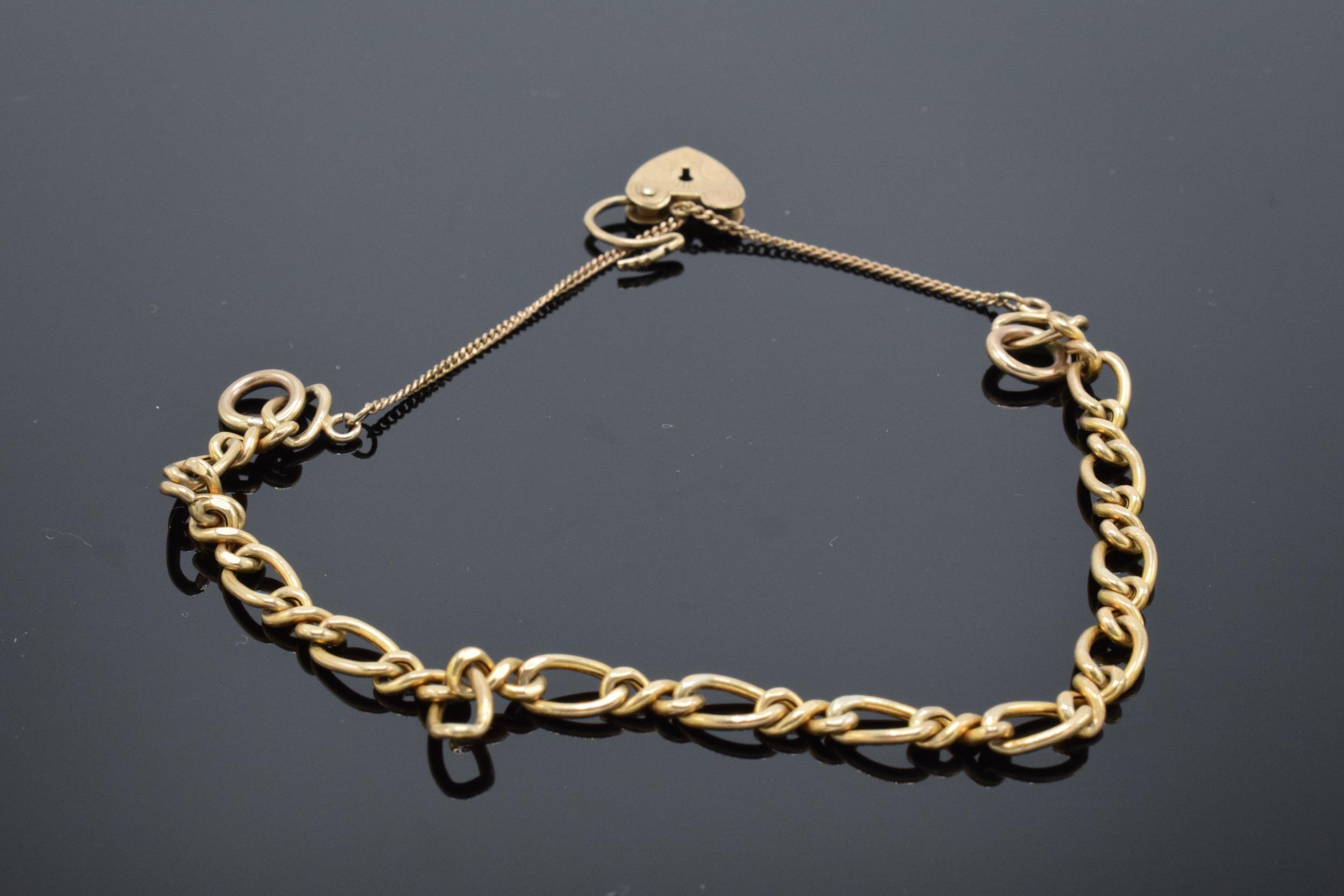 9ct gold charm bracelet 5.2g - Image 2 of 3