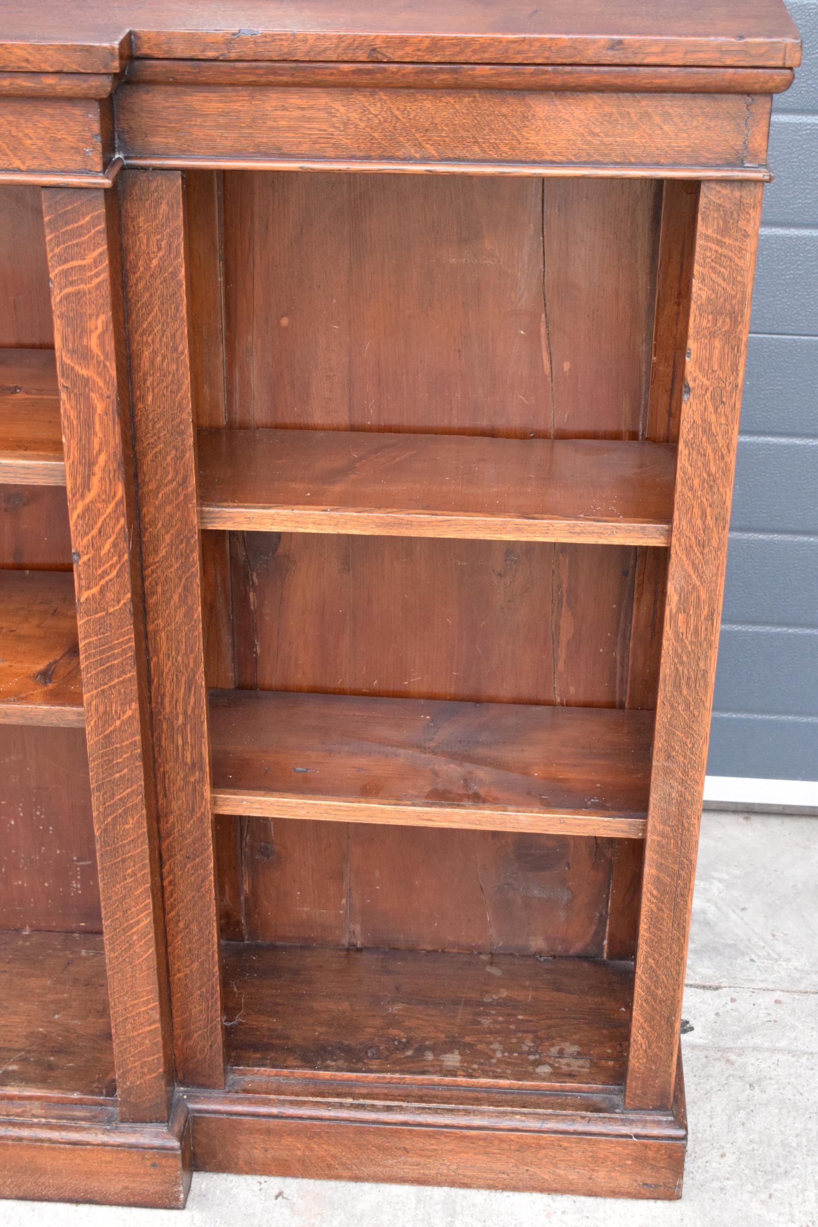 Edwardian breakfront bookcase with 3 sections and 6 adjustable shelves. 182 x 30 x 112cm. In good - Image 6 of 7