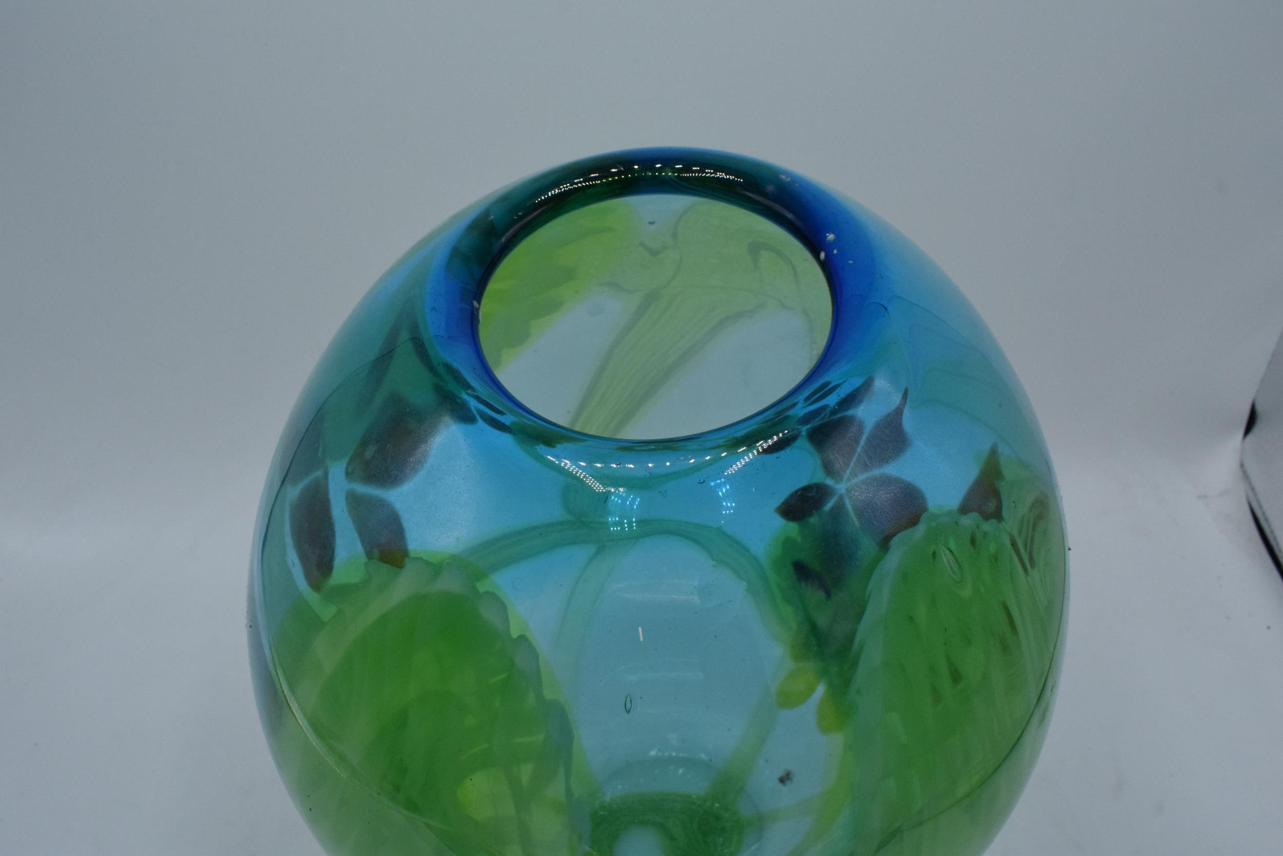 A large studio art glass bulbous vase in the style of Murano 31cm tall. In good condition with no - Image 6 of 7