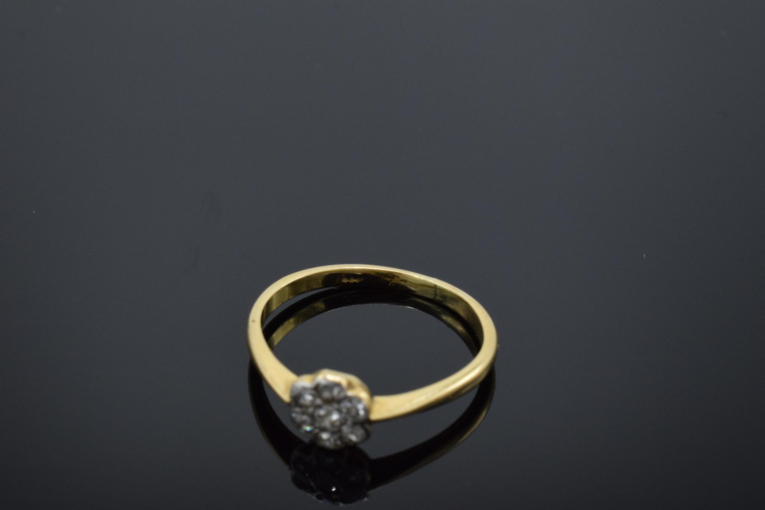 18ct gold daisy ring set with diamonds. UK size O. 2.1 grams. In good condition. - Image 3 of 3