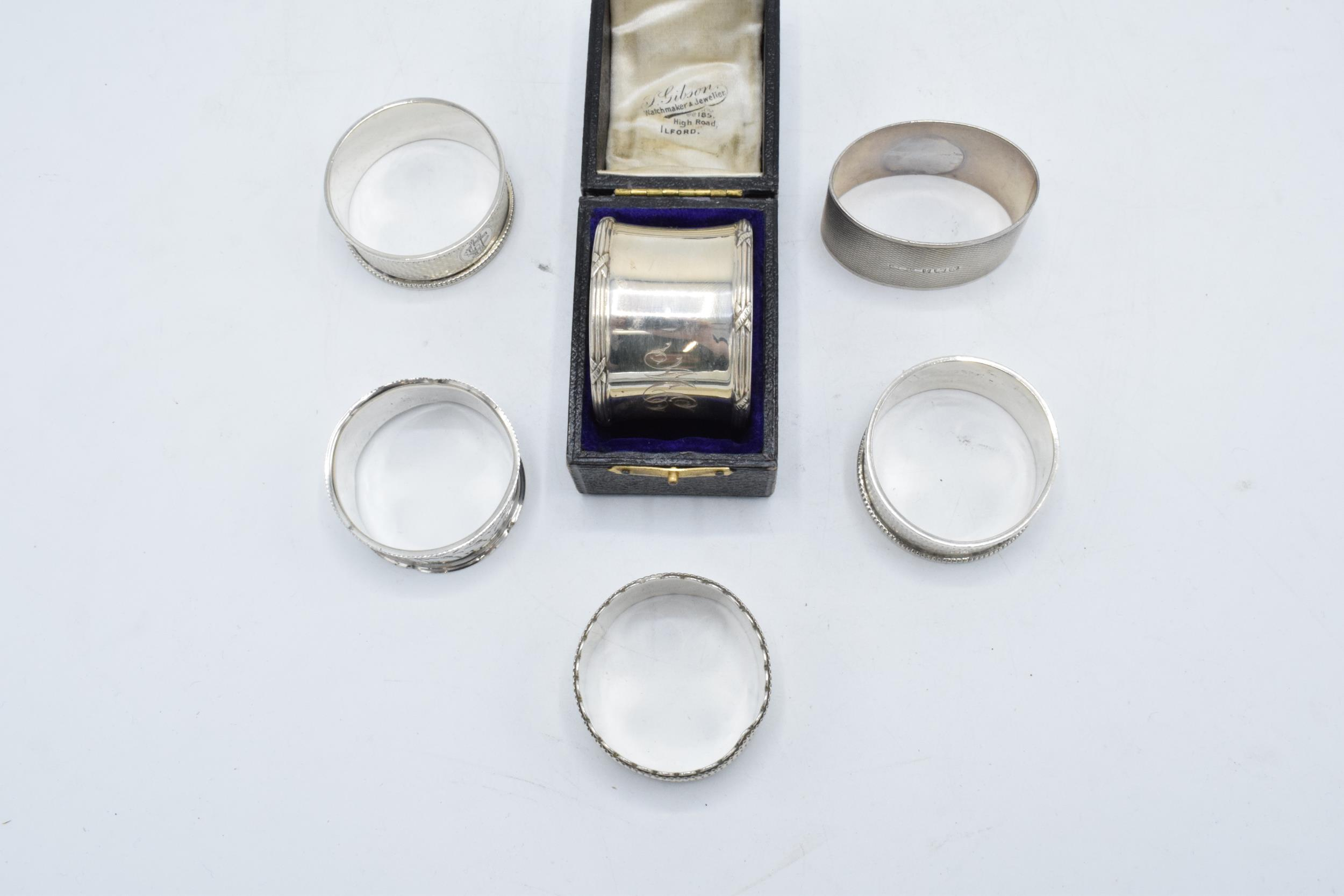 Group of 6 silver napkin rings. All hallmarked, 4 rings with engraved initials, 1 has a case. weight - Image 2 of 2