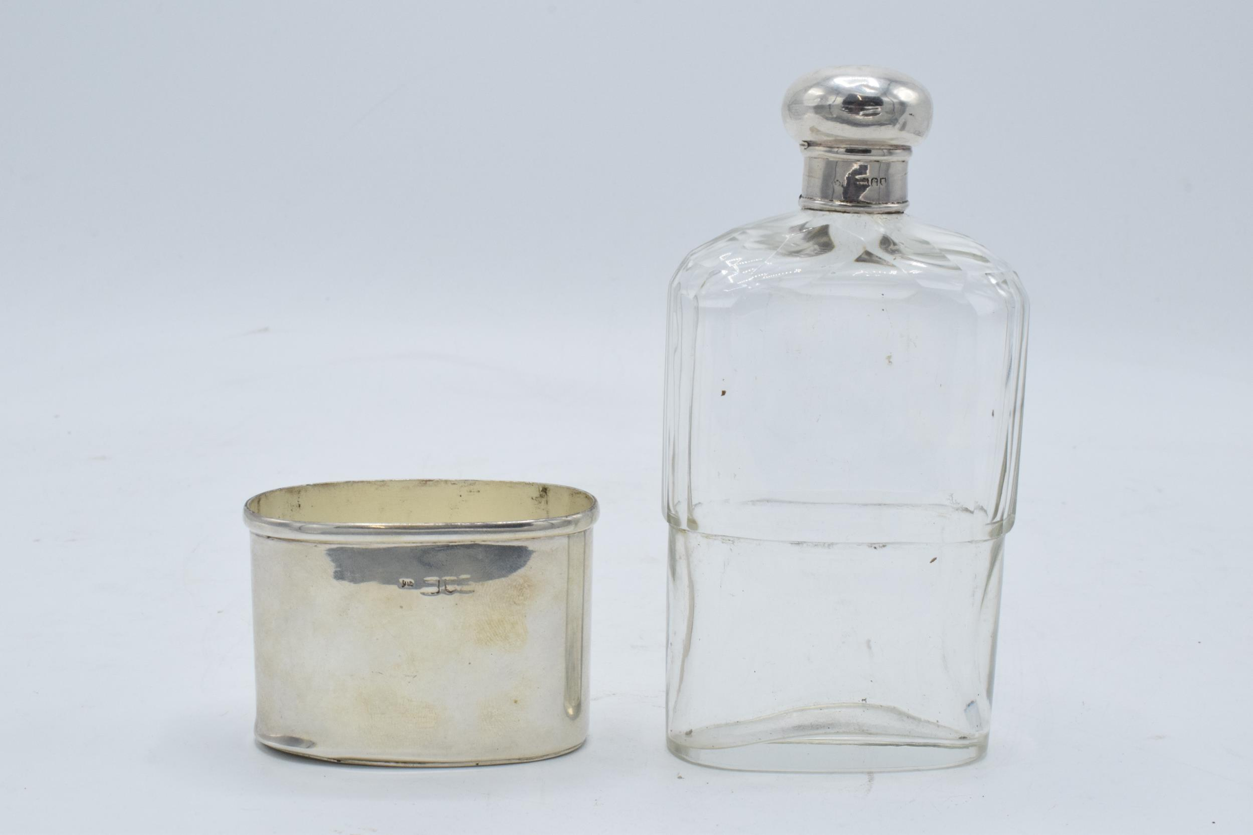 An Edwardian silver and glass hipflask with screw top lid. Hallmarked for London 1902. Hallmarks - Image 5 of 5