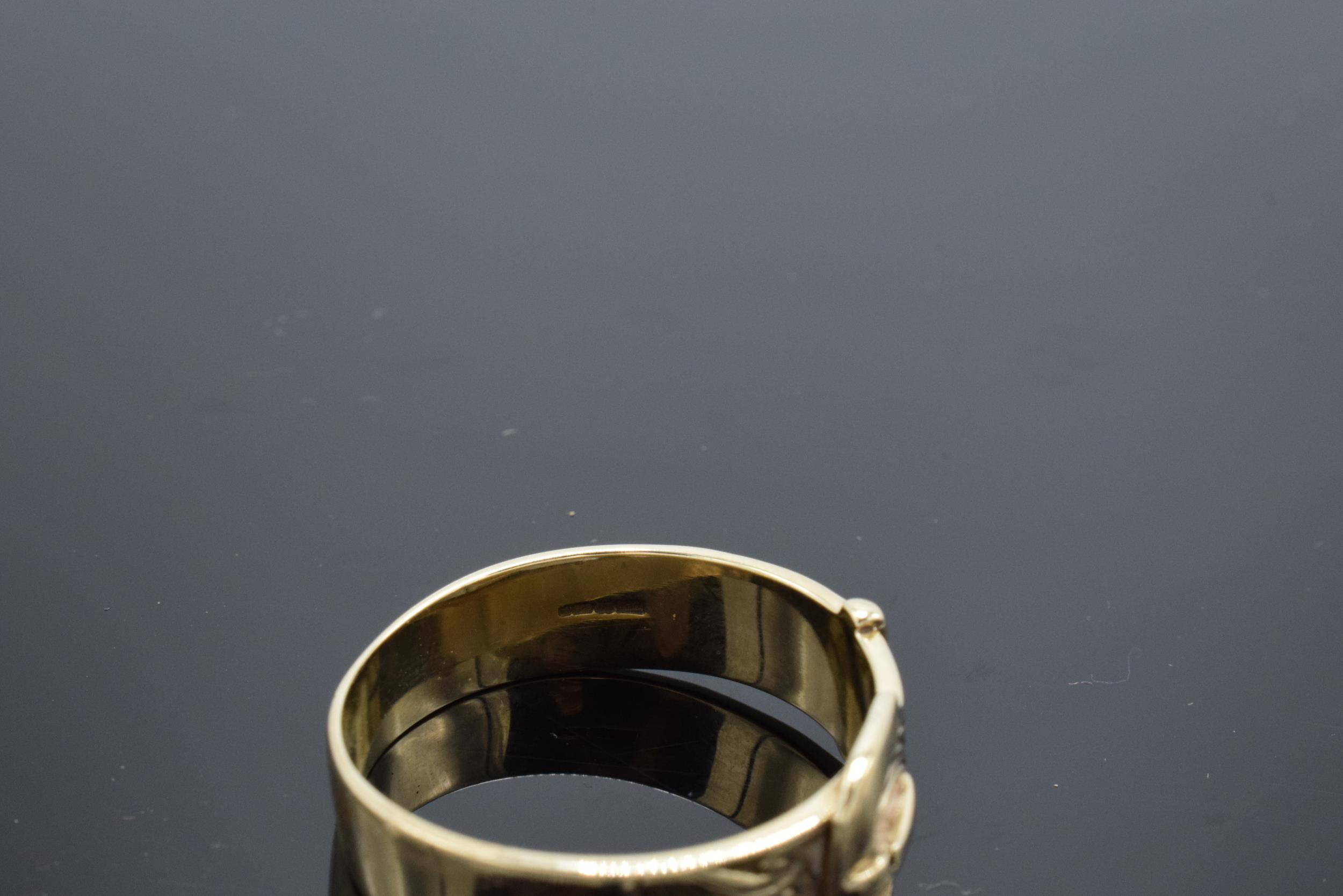 A large Gentlemans 9ct gold ring in the form of a buckle. UK size Z+2. 6.2 grams. - Image 3 of 3