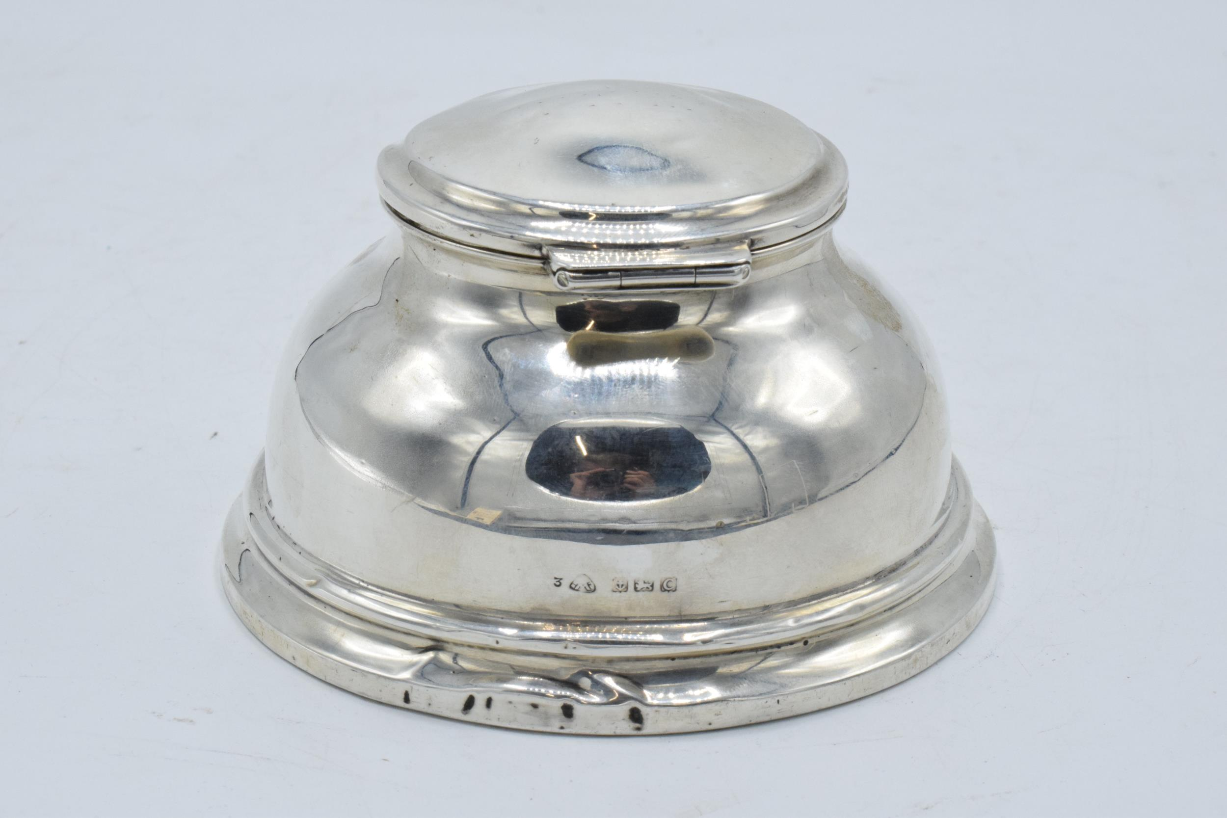 Large hallmarked silver inkwell with hinged lid. Birmingham 1927. 12cm widest diameter. No liner. - Image 3 of 6