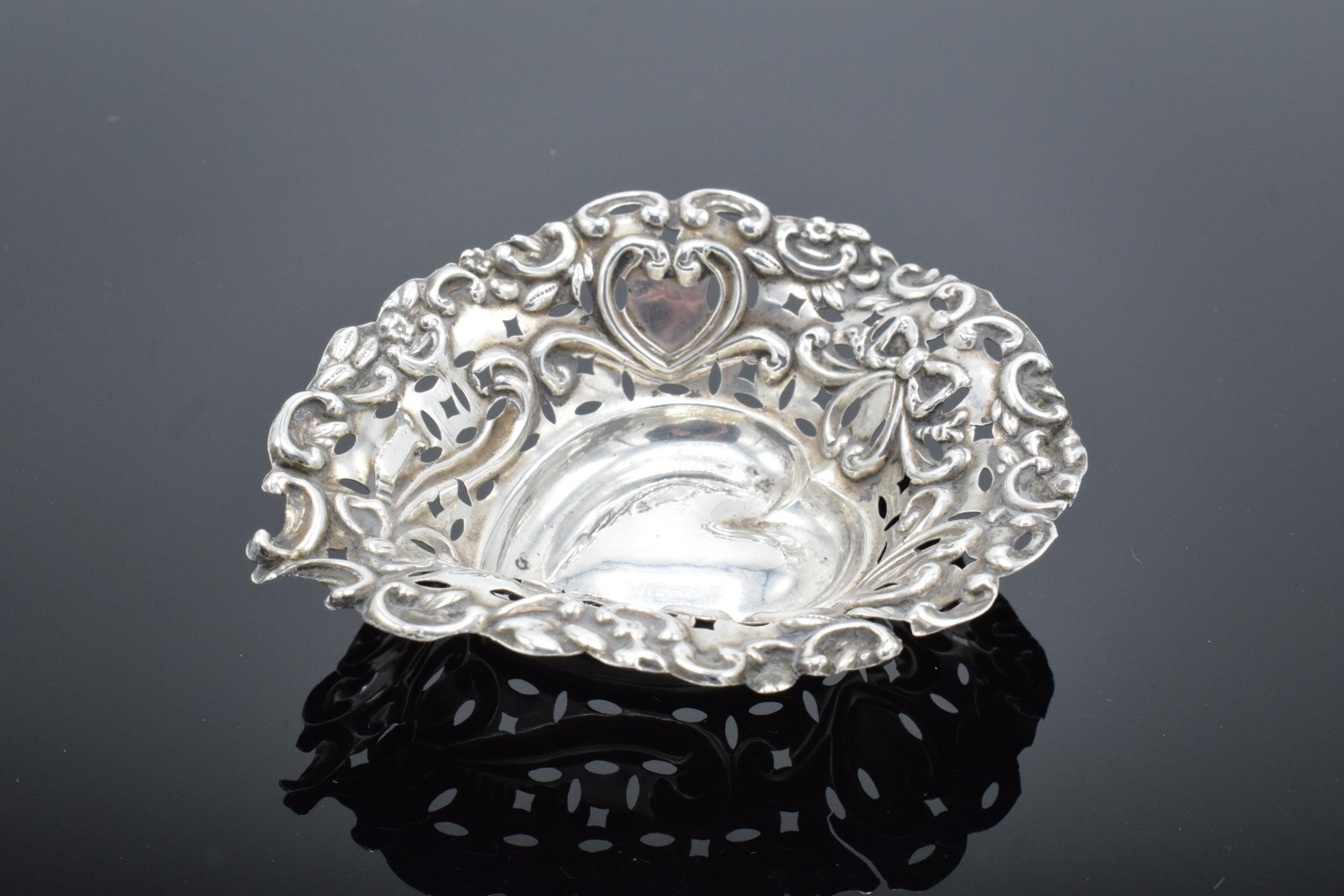 An ornate silver sweet dish/ small tray Birmingham 1900. 9cm by 7cm. 11.9 grams. - Image 4 of 6