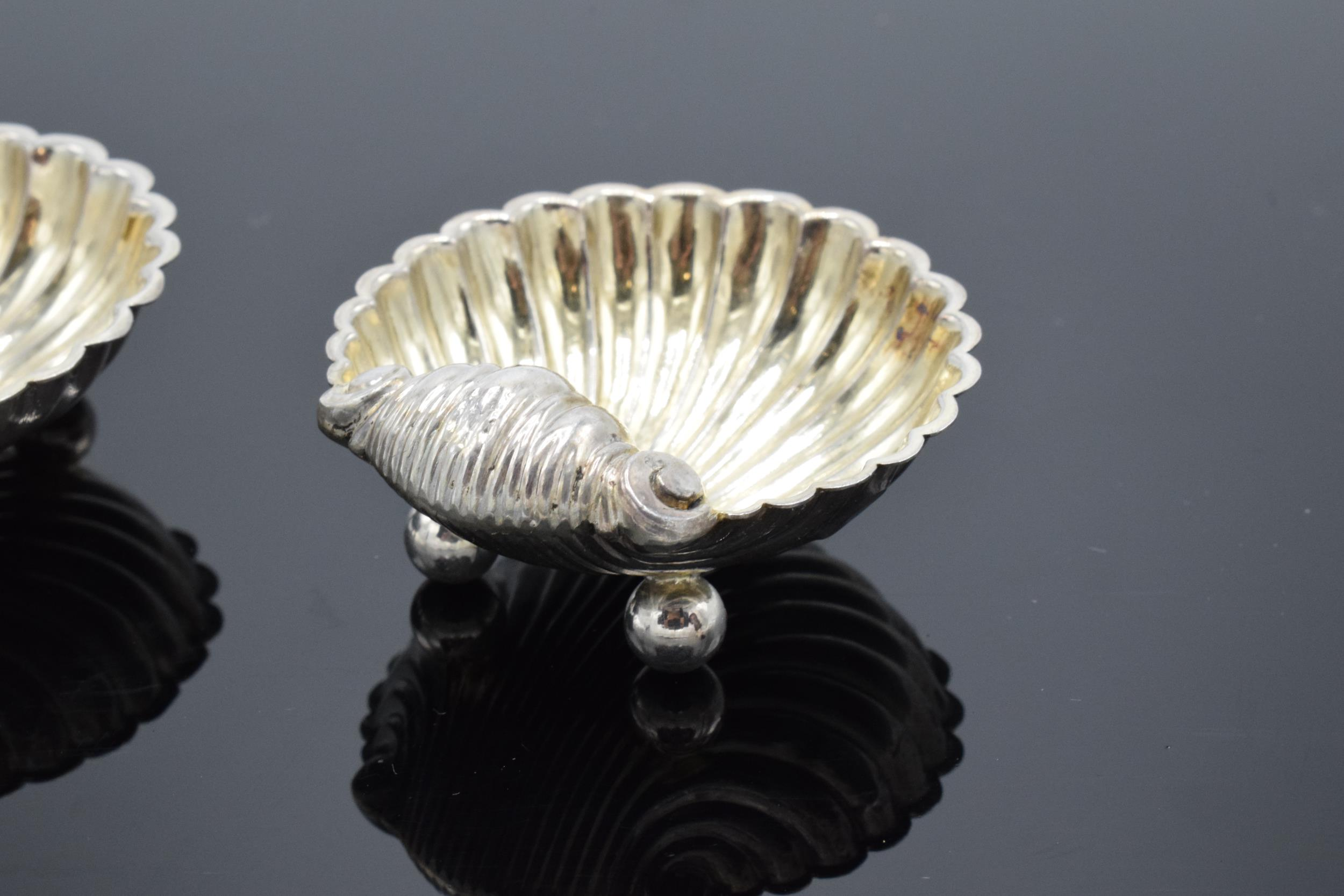 A pair of silver table salts in the form of shells raised on ball feet. Hallmarked for Birmingham - Image 4 of 6