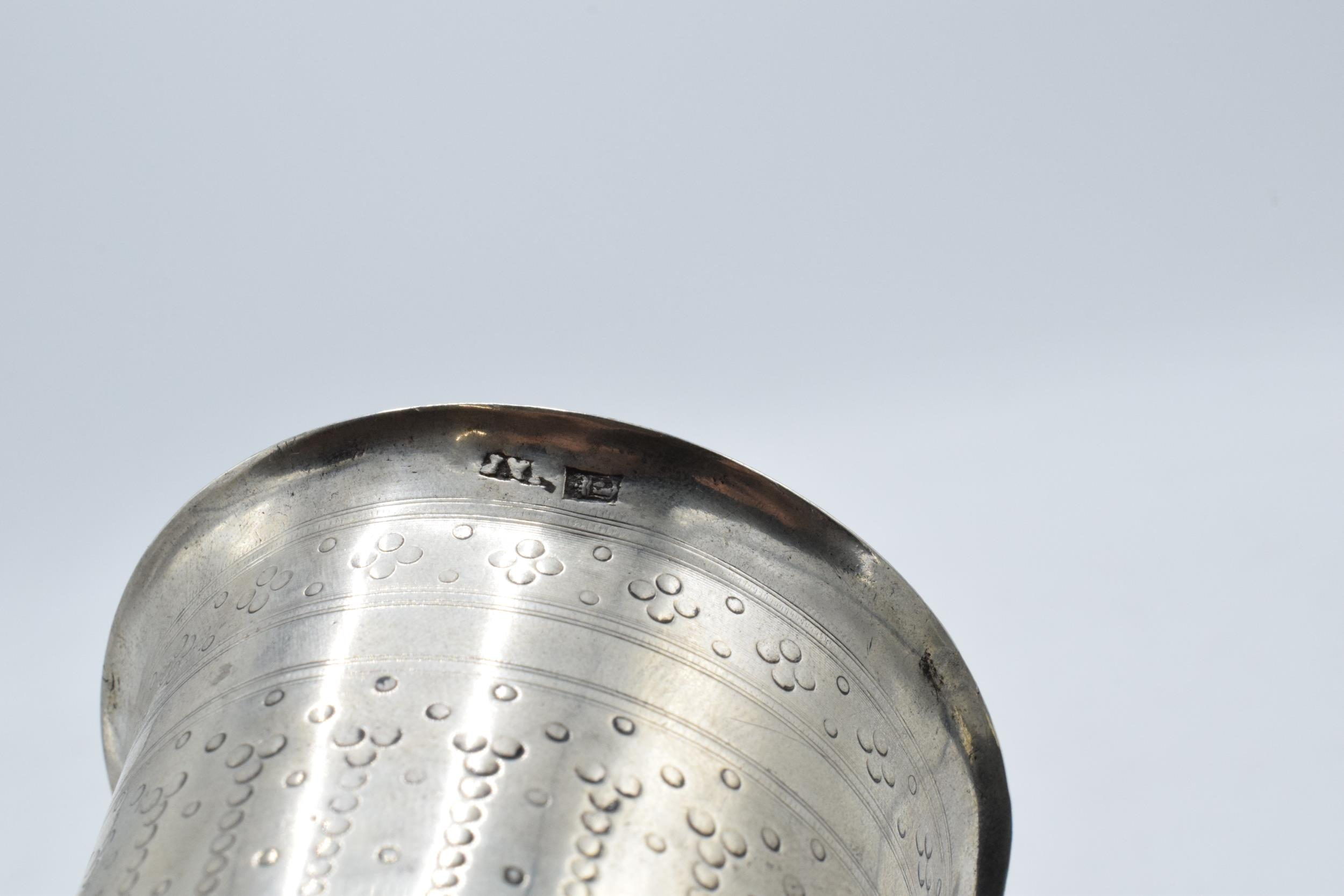 Continental silver footed beaker with engraved decoration. 9cm tall. 63.3 grams. - Image 4 of 5