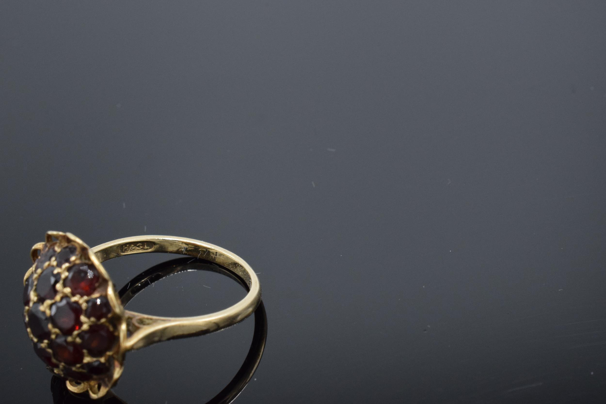 A 9ct gold dress ring set with garnet stones. 3.6 grams. - Image 4 of 4
