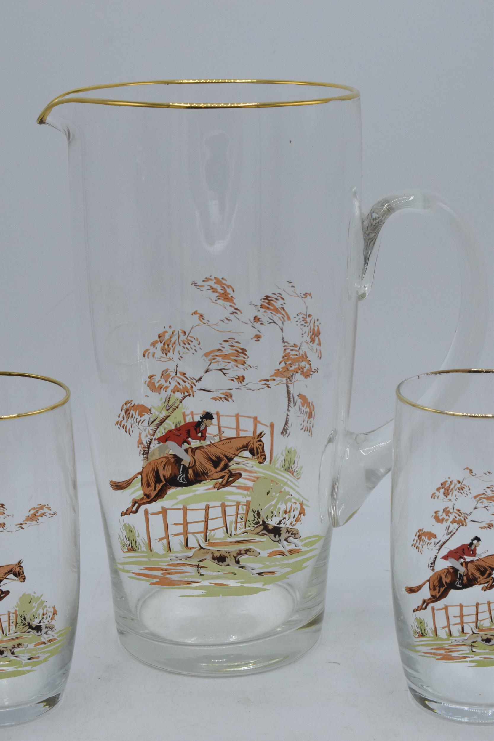 A glass water jug together with 6 glasses depicting traditional hunting scenes (7). In good - Image 3 of 5