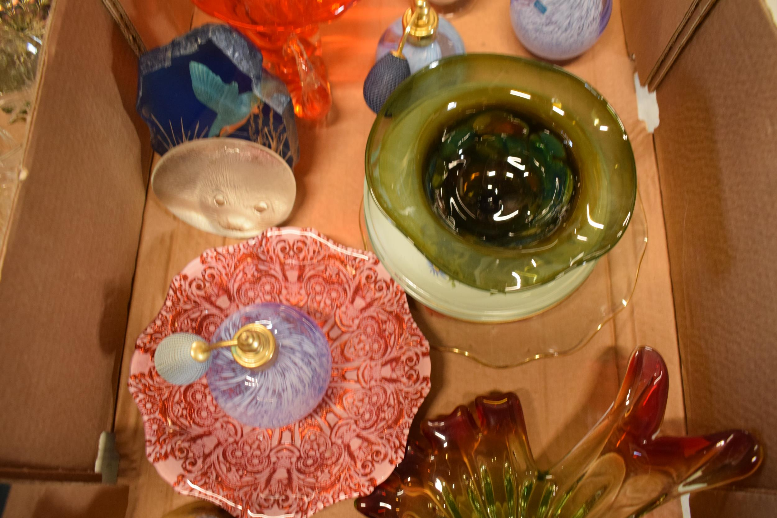 A collection of assorted art / studio glass in the form of vases, Murano style dish, Jack in the - Image 3 of 4
