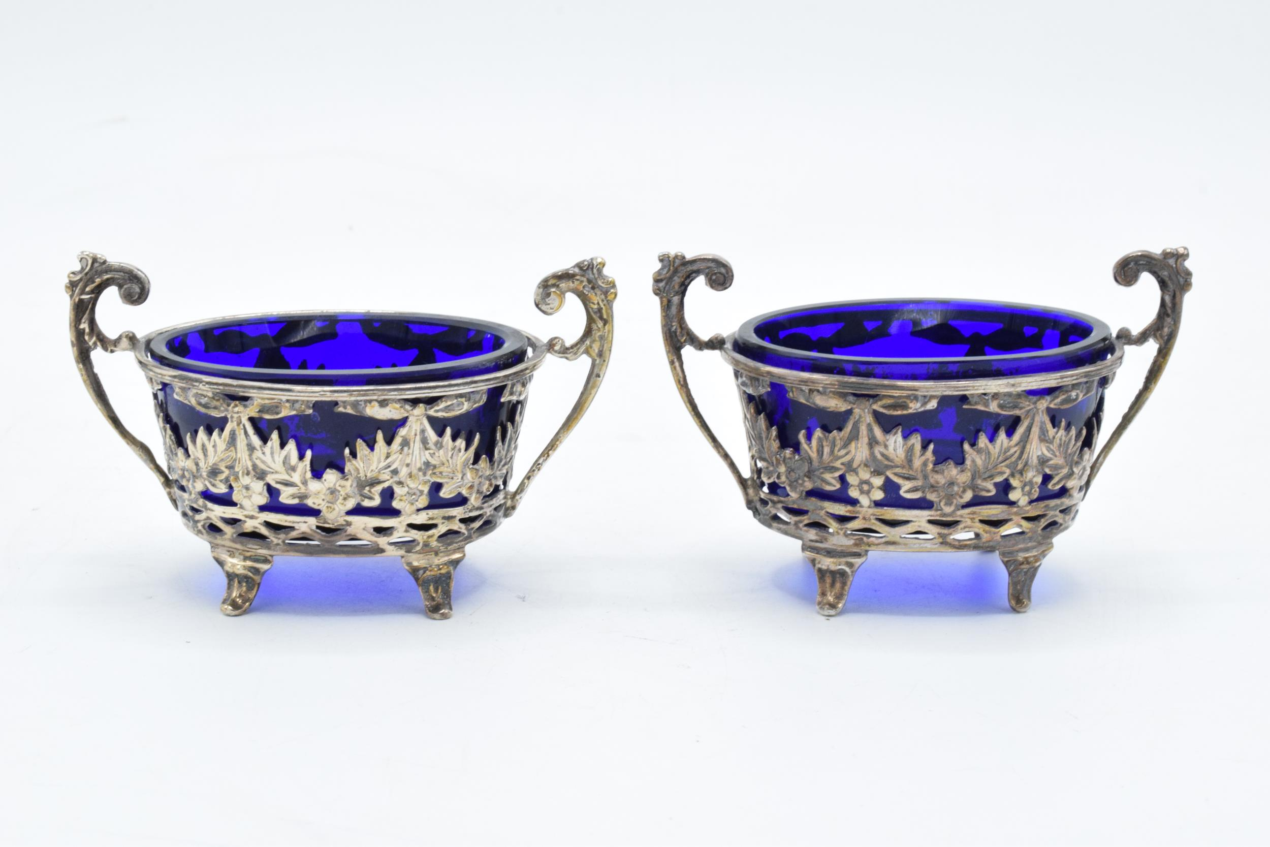 A pair of silver table salts with associated blue glass liners (2). Chester 1894. 101.3 grams of - Image 2 of 6