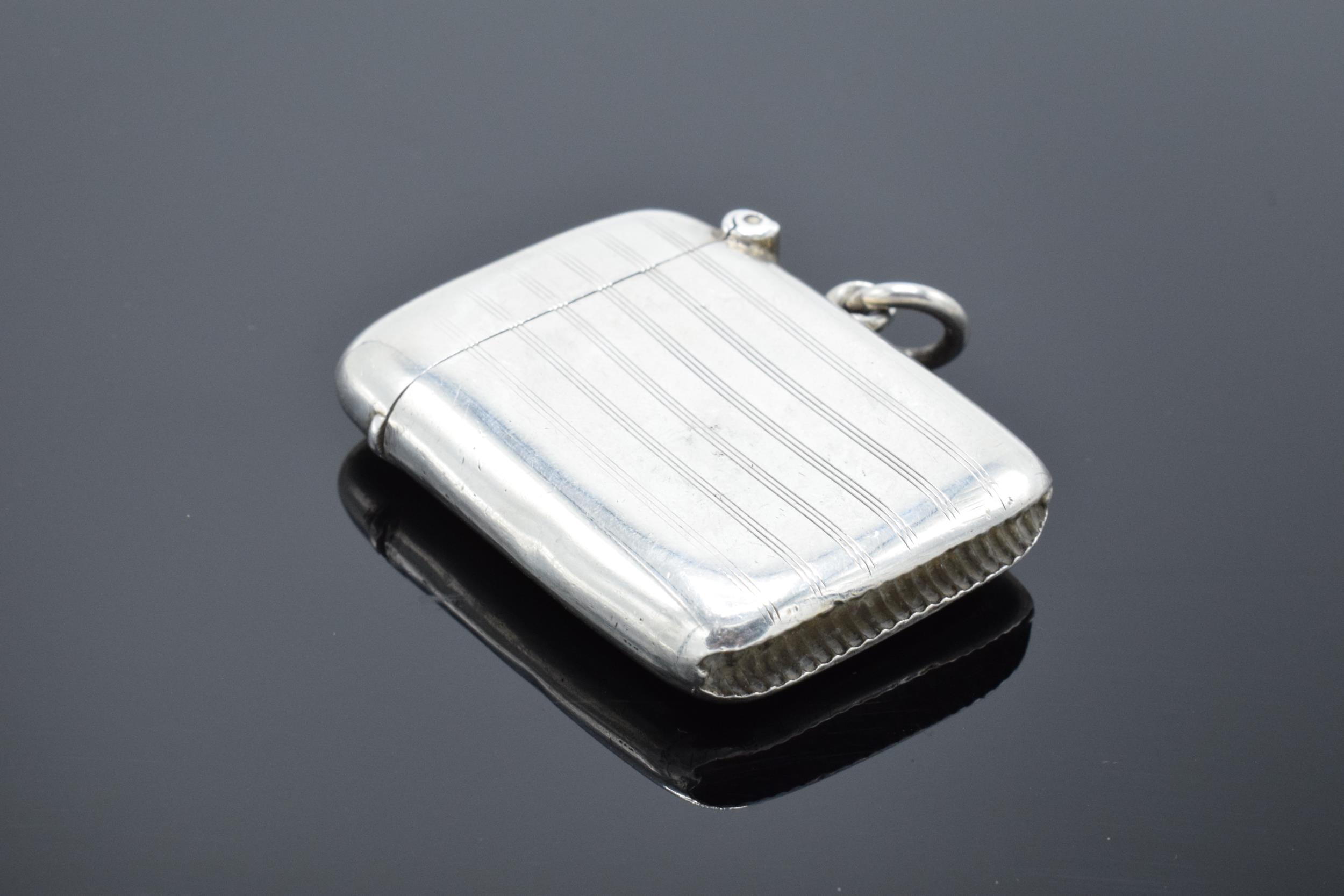 Silver vesta case hallmarked for Birmingham 1918. 26.0 grams. - Image 2 of 5