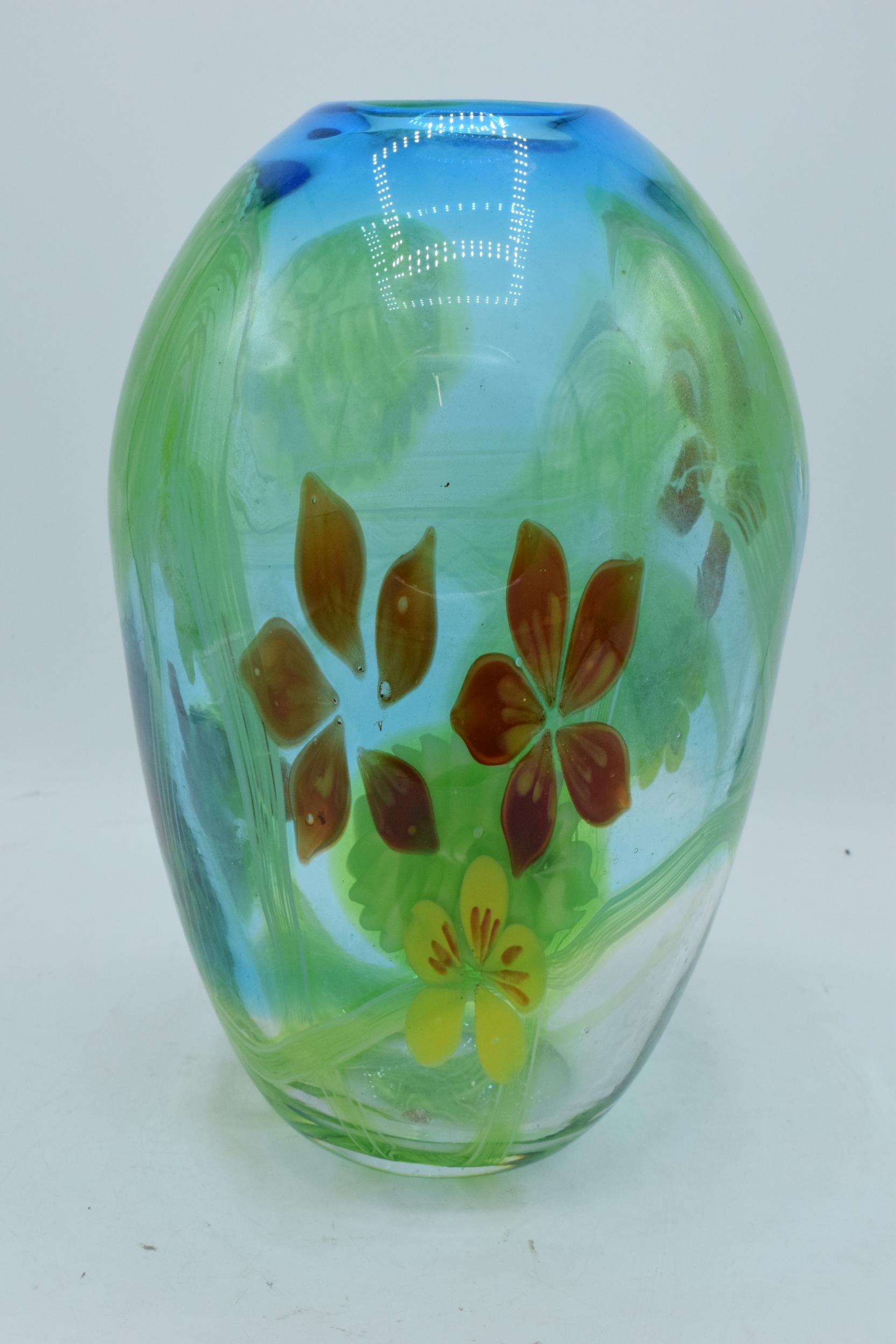 A large studio art glass bulbous vase in the style of Murano 31cm tall. In good condition with no - Image 4 of 7