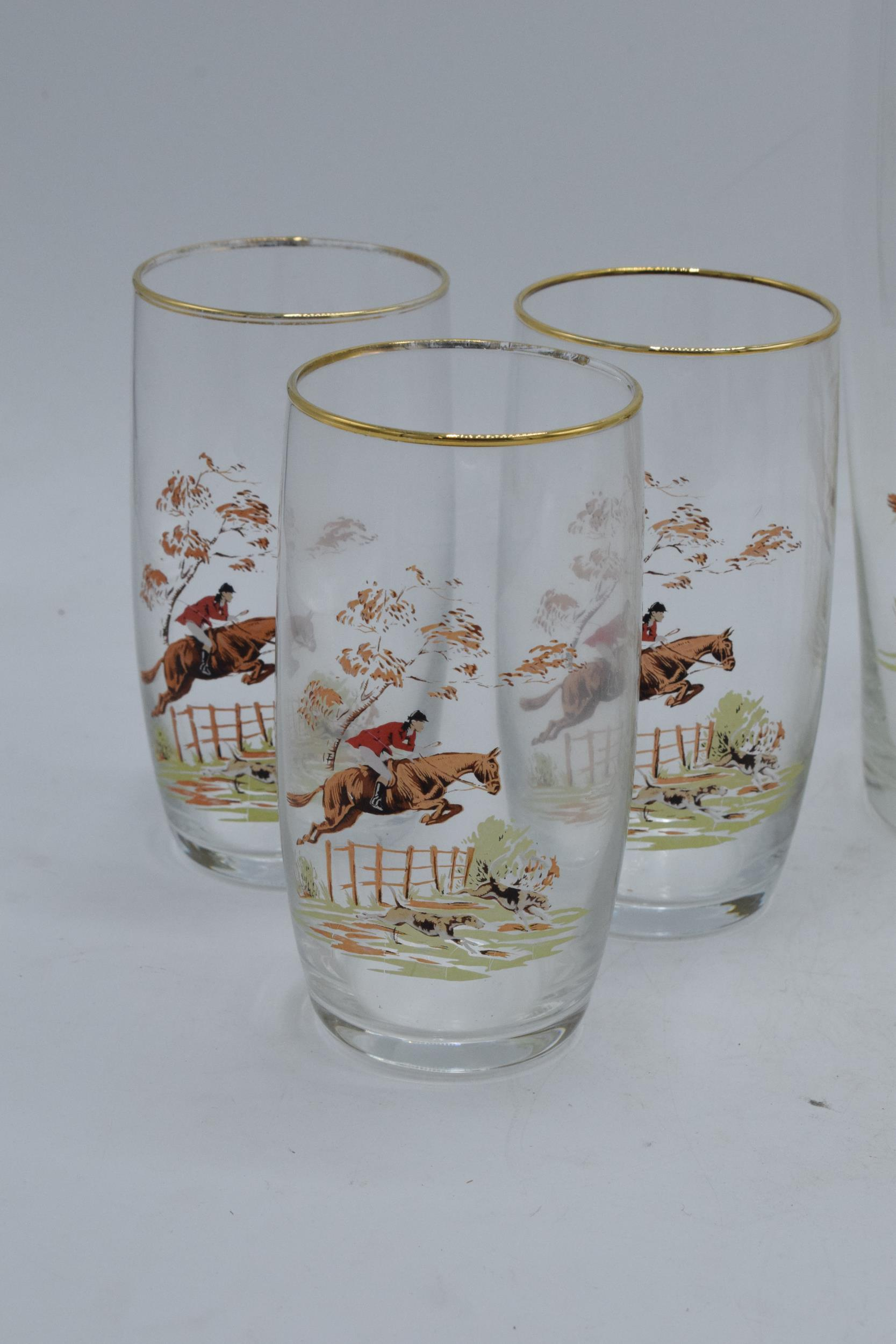 A glass water jug together with 6 glasses depicting traditional hunting scenes (7). In good - Image 5 of 5