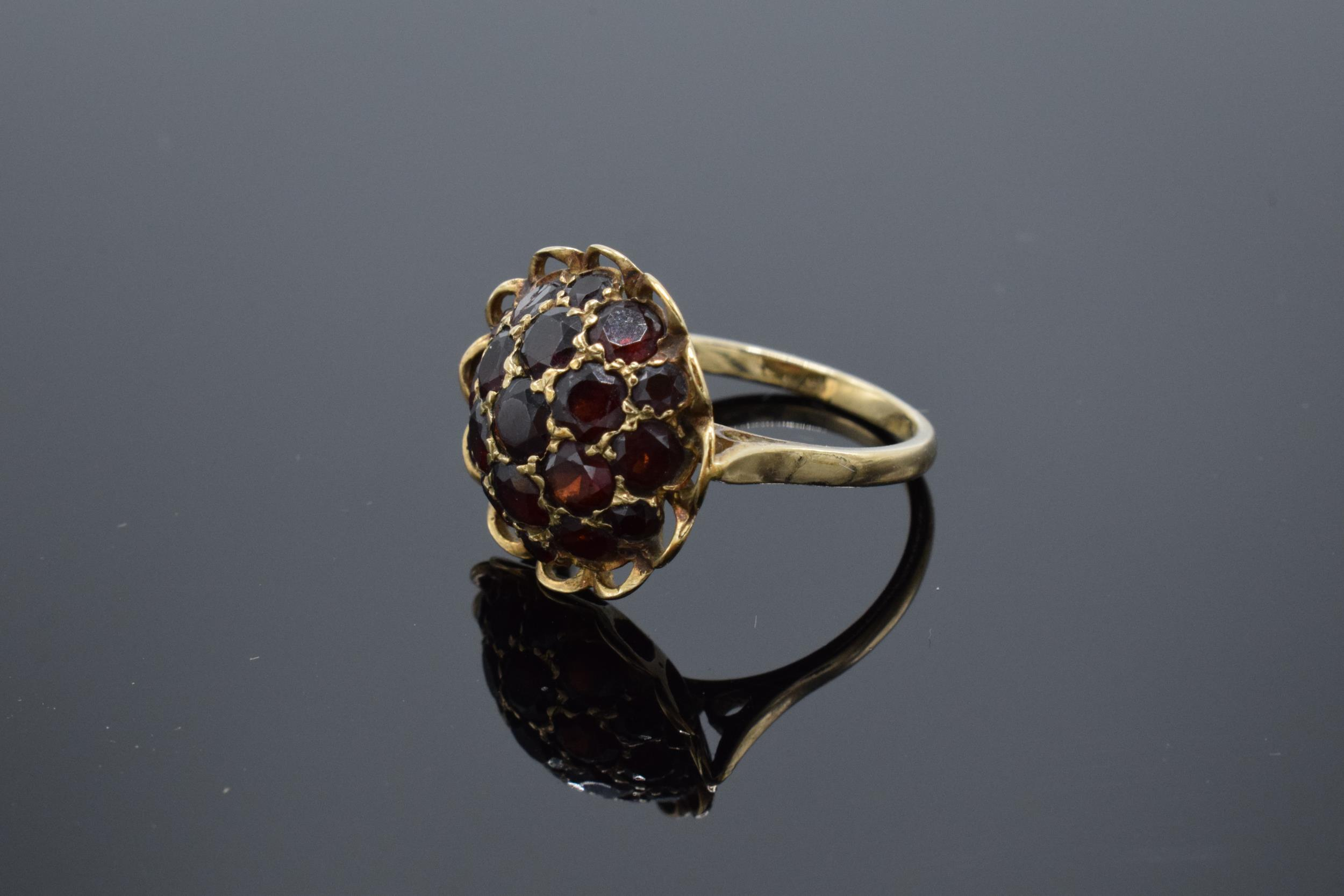 A 9ct gold dress ring set with garnet stones. 3.6 grams. - Image 3 of 4