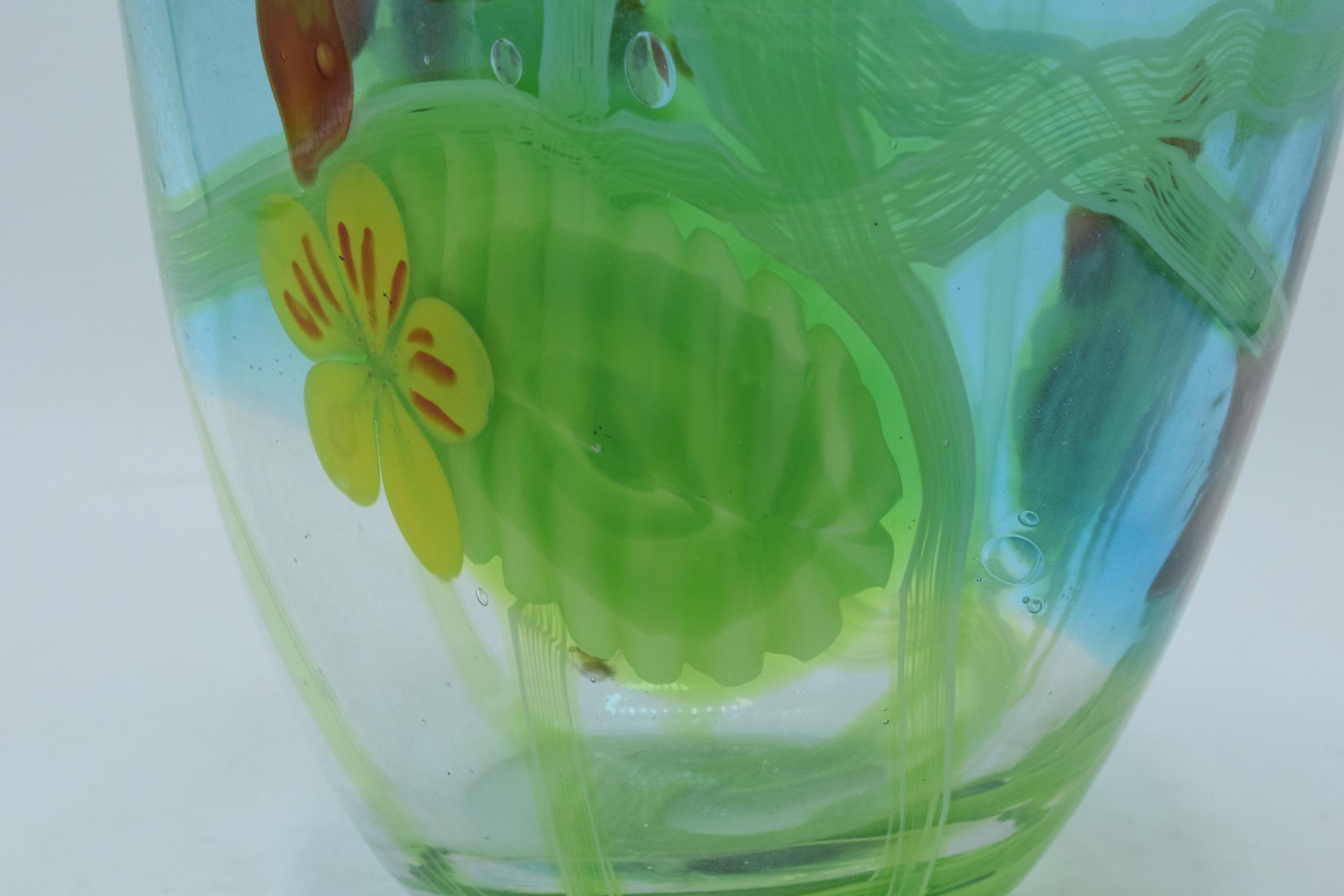 A large studio art glass bulbous vase in the style of Murano 31cm tall. In good condition with no - Image 3 of 7