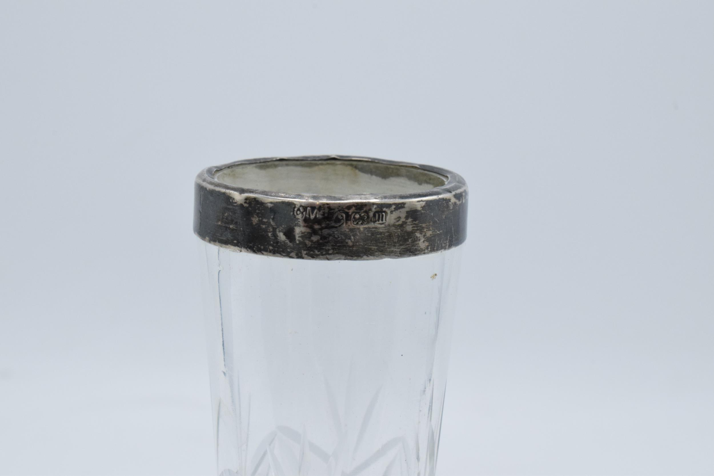 A glass vase with a silver rim. Birmingham 1911. 17cm tall. In good condition. - Image 3 of 3