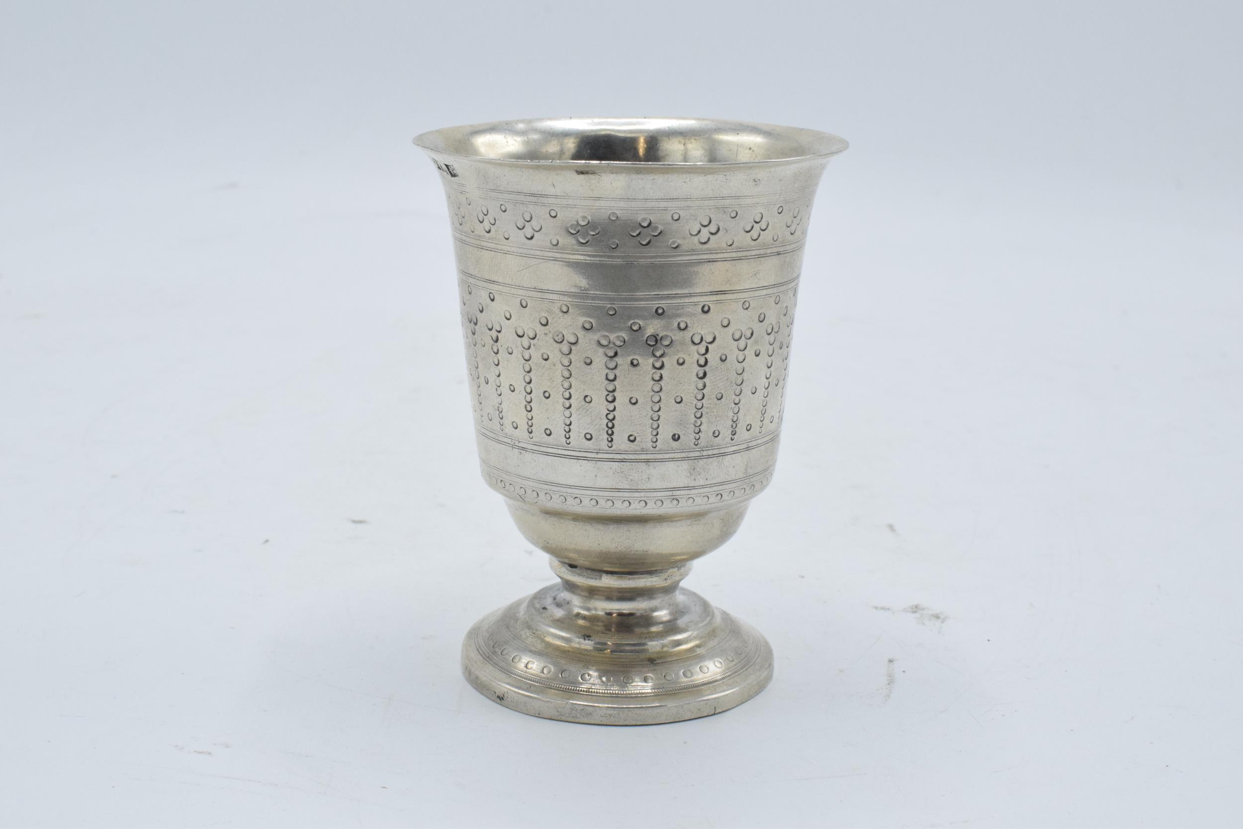 Continental silver footed beaker with engraved decoration. 9cm tall. 63.3 grams. - Image 3 of 5