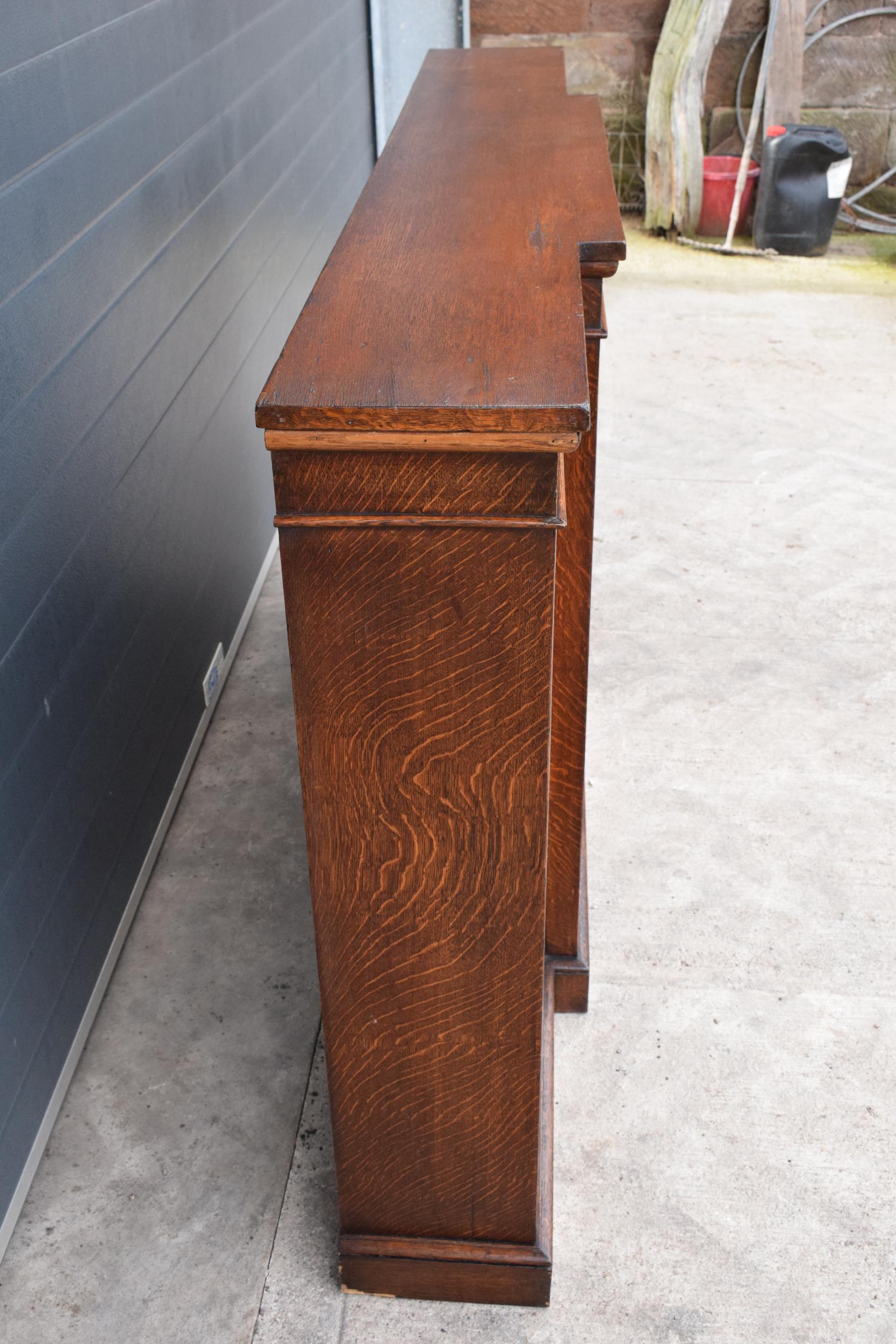 Edwardian breakfront bookcase with 3 sections and 6 adjustable shelves. 182 x 30 x 112cm. In good - Image 3 of 7
