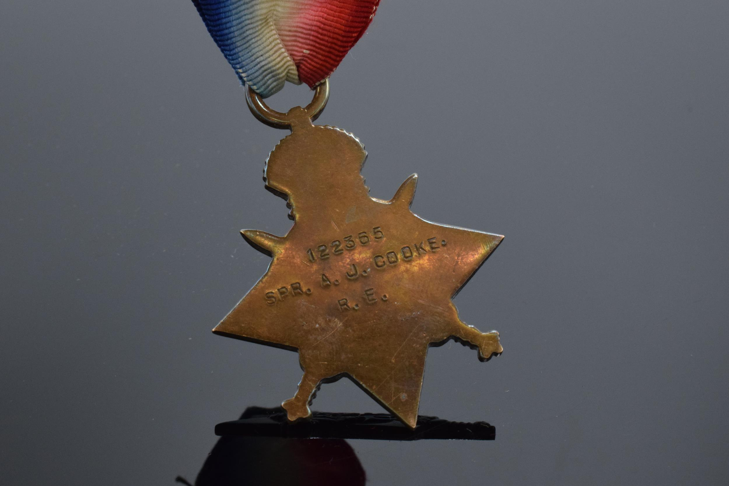 1914-1915 George V star medal on ribbon. '122365 SPR. A.J.Cooke R.E.' - Image 4 of 4
