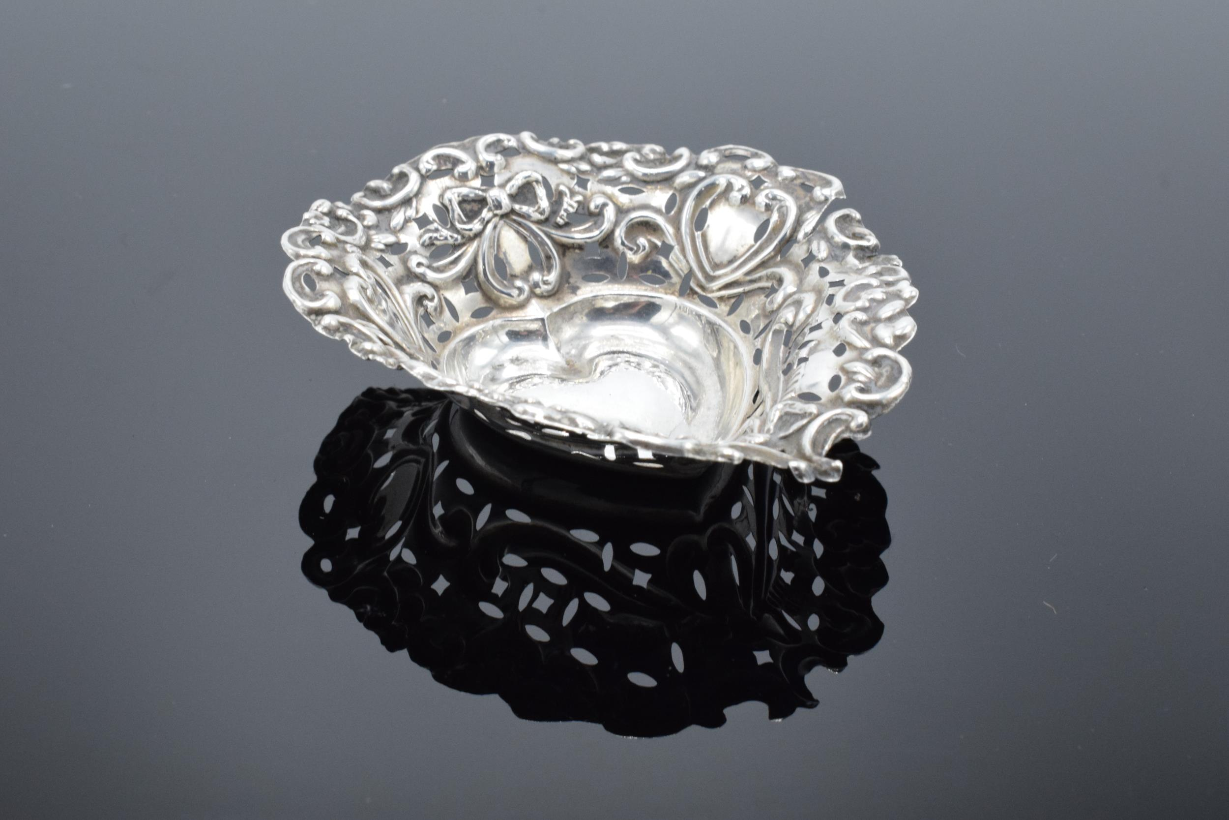 An ornate silver sweet dish/ small tray Birmingham 1900. 9cm by 7cm. 11.9 grams. - Image 2 of 6